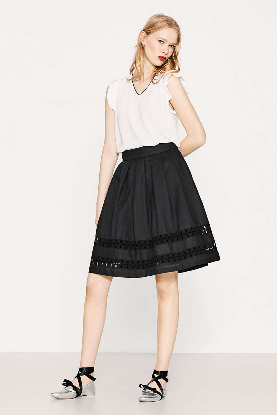 Esprit - Flared linen blend skirt with embroidery
