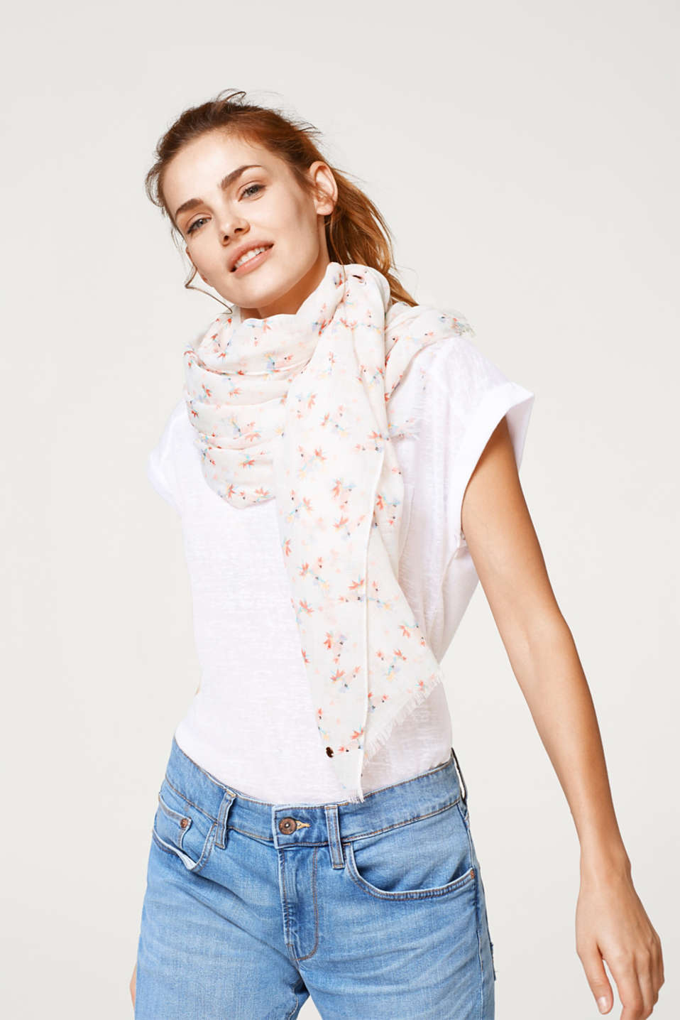Airy, woven scarf with a parrot print