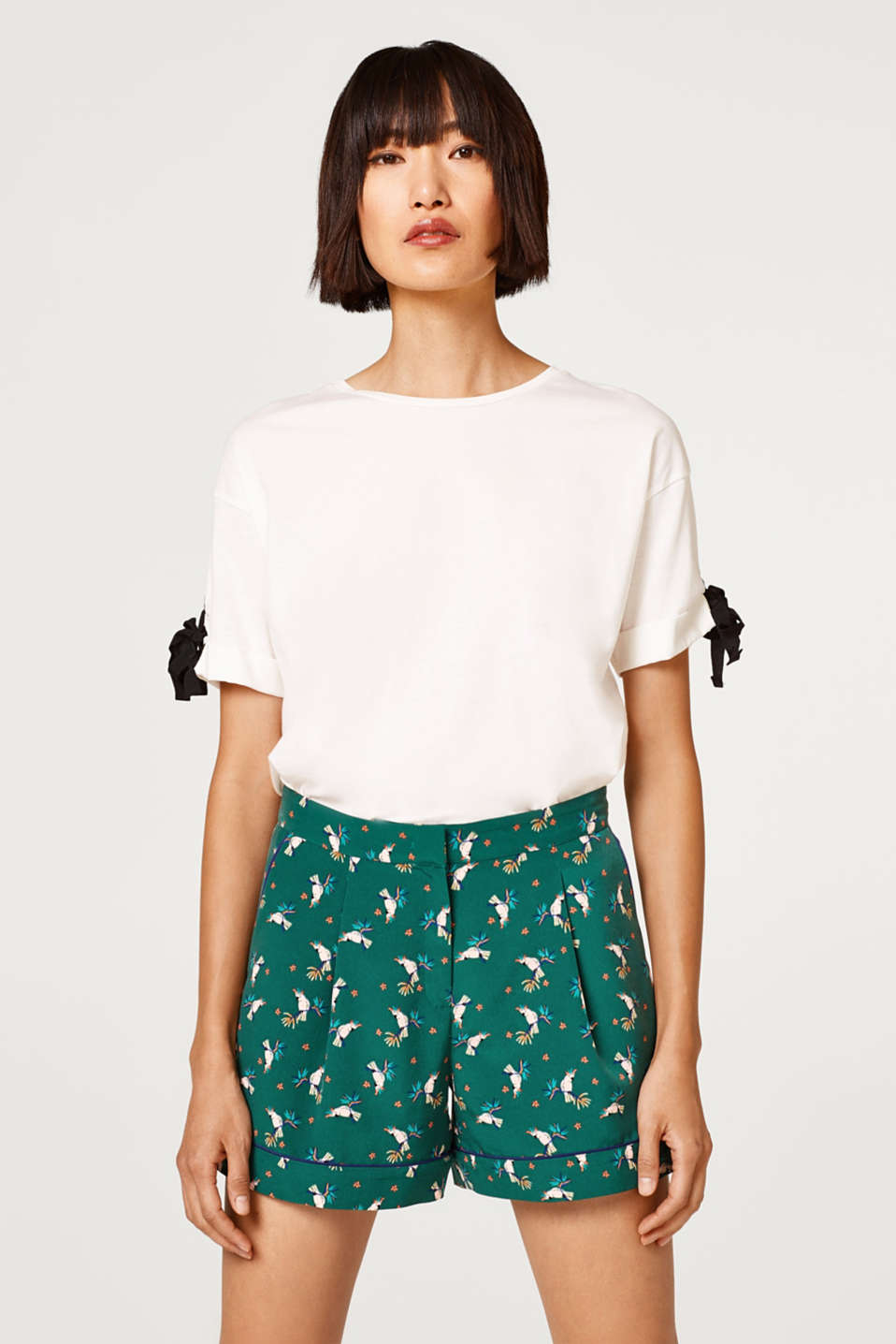 edc - Flowing shorts with a parrot print