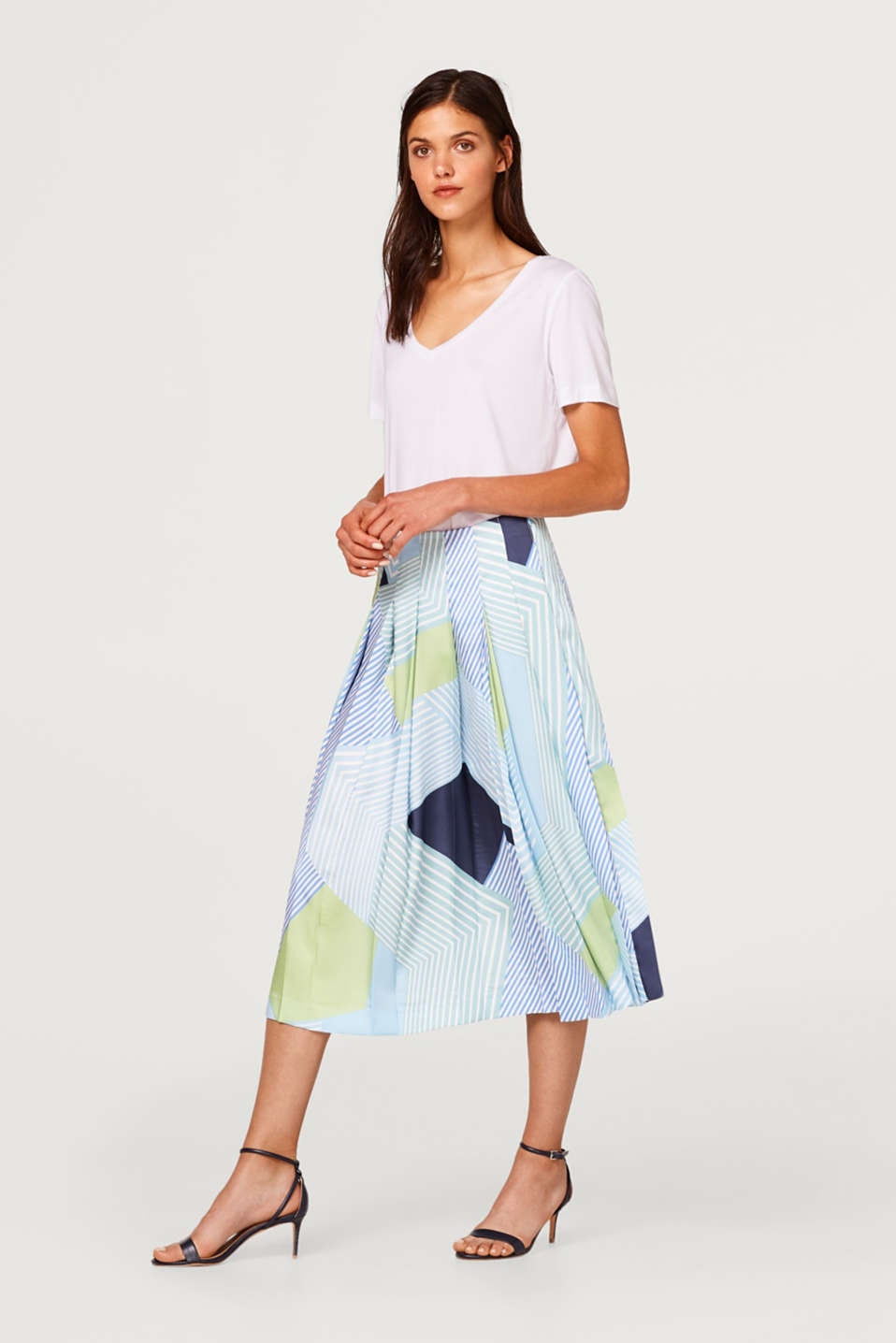 Shimmery pleated skirt in a mix of stripes