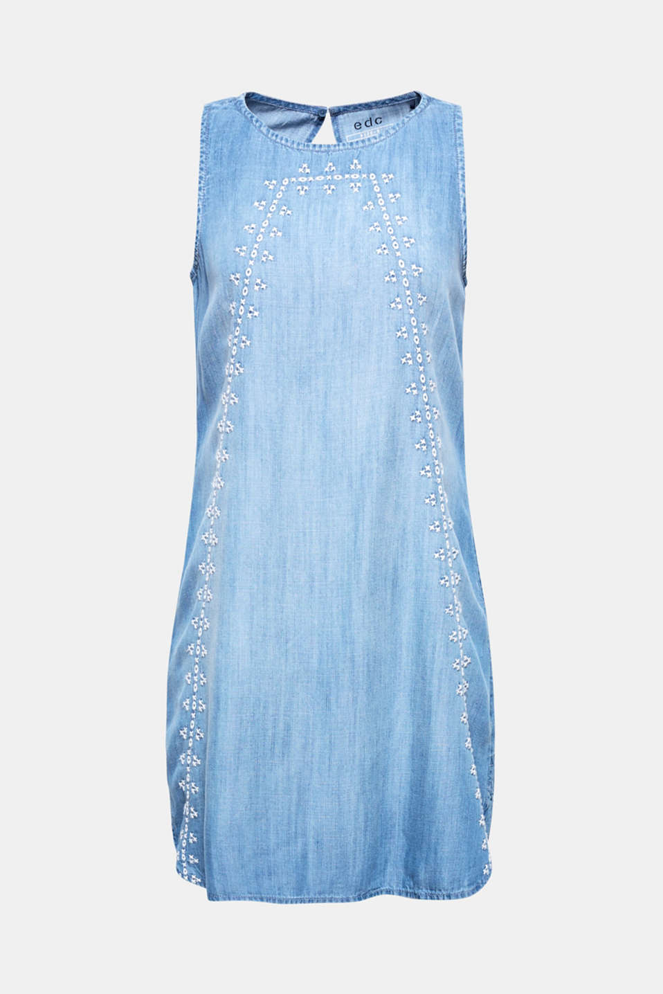 The flowing, sleeveless silhouette, lightweight denim look and tribal embroidery make this dress a perfect summer companion!