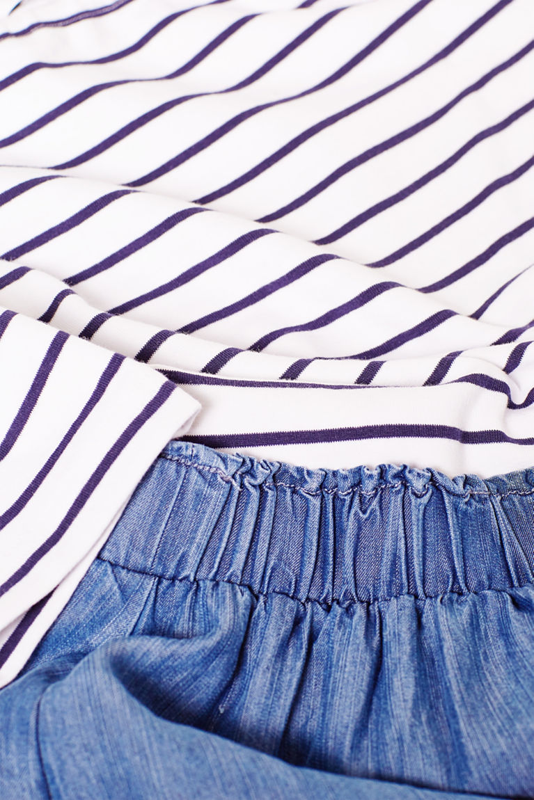 Kombiniertes Kleid aus Jersey und Denim-Optik
