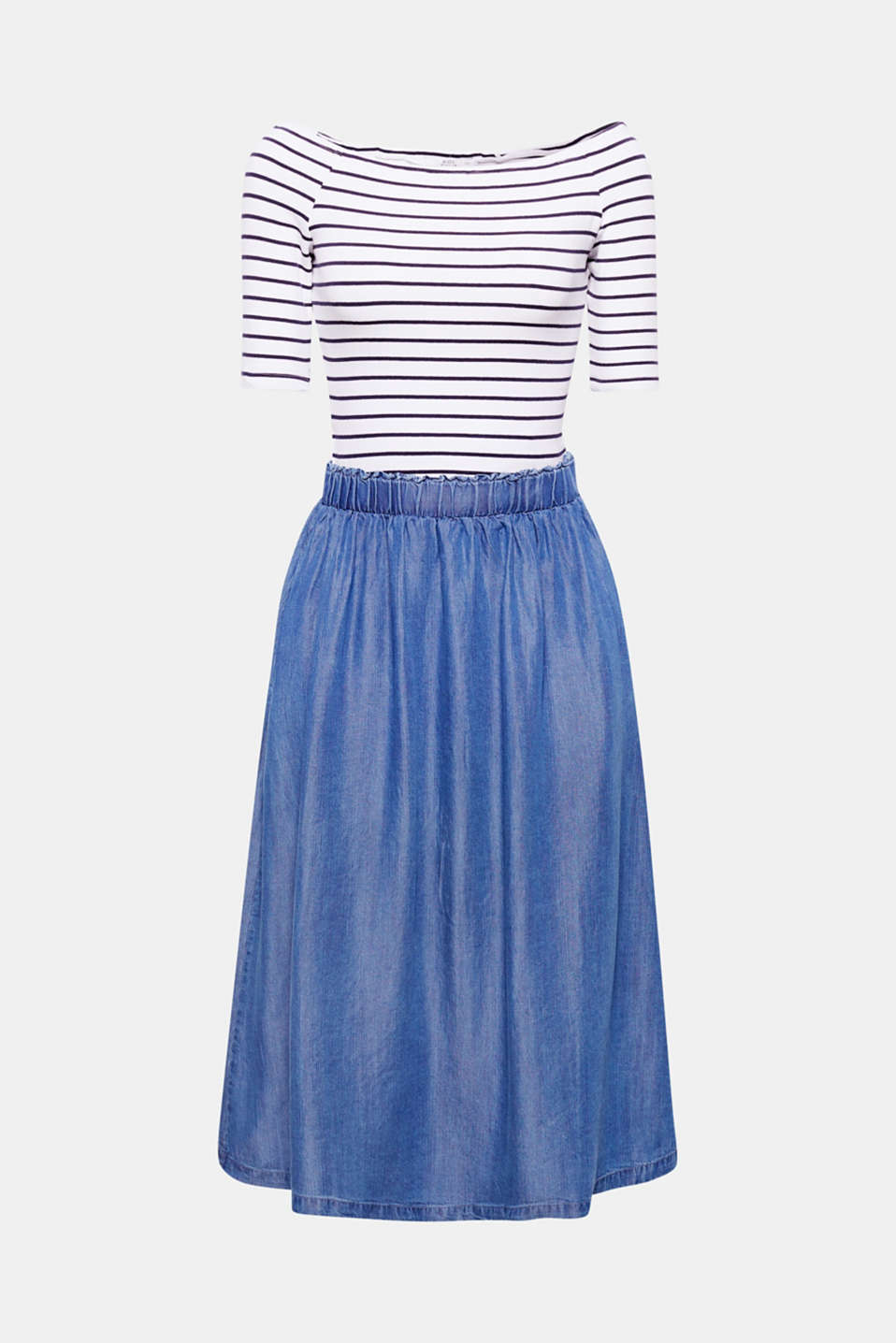 Unmistakable style: the mix of materials in striped jersey and a flowing denim look makes this dress a great head-turner!