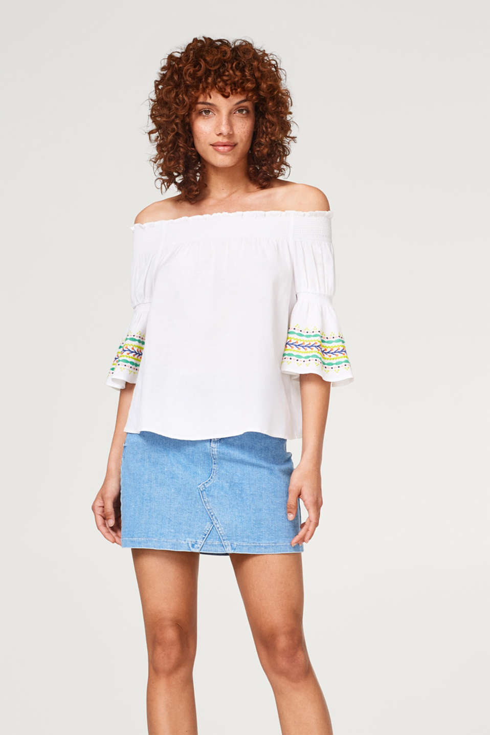 edc - With linen: embroidered Carmen blouse in an A-line design