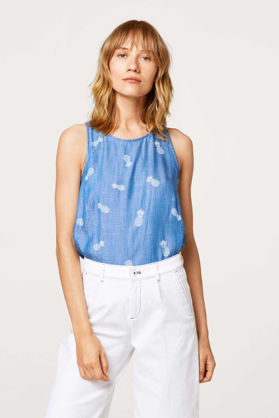 edc - Top in a lightweight denim look with a pineapple print