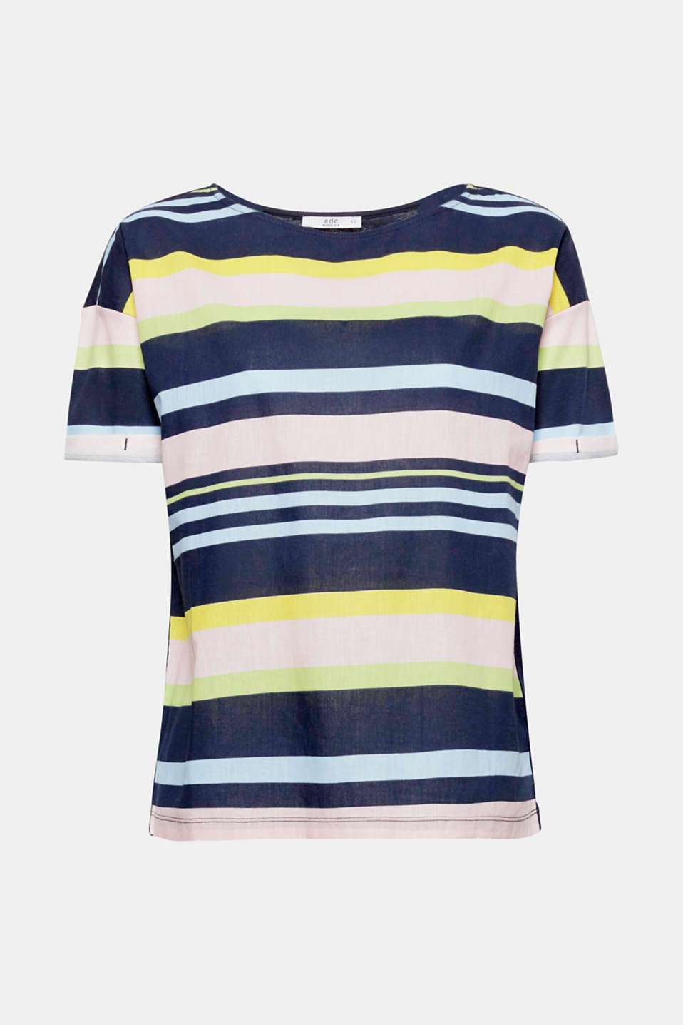 This boxy T-shirt in a mix of jersey and fabric creates a fresh look with a high level of comfort thanks to the pure cotton finish.