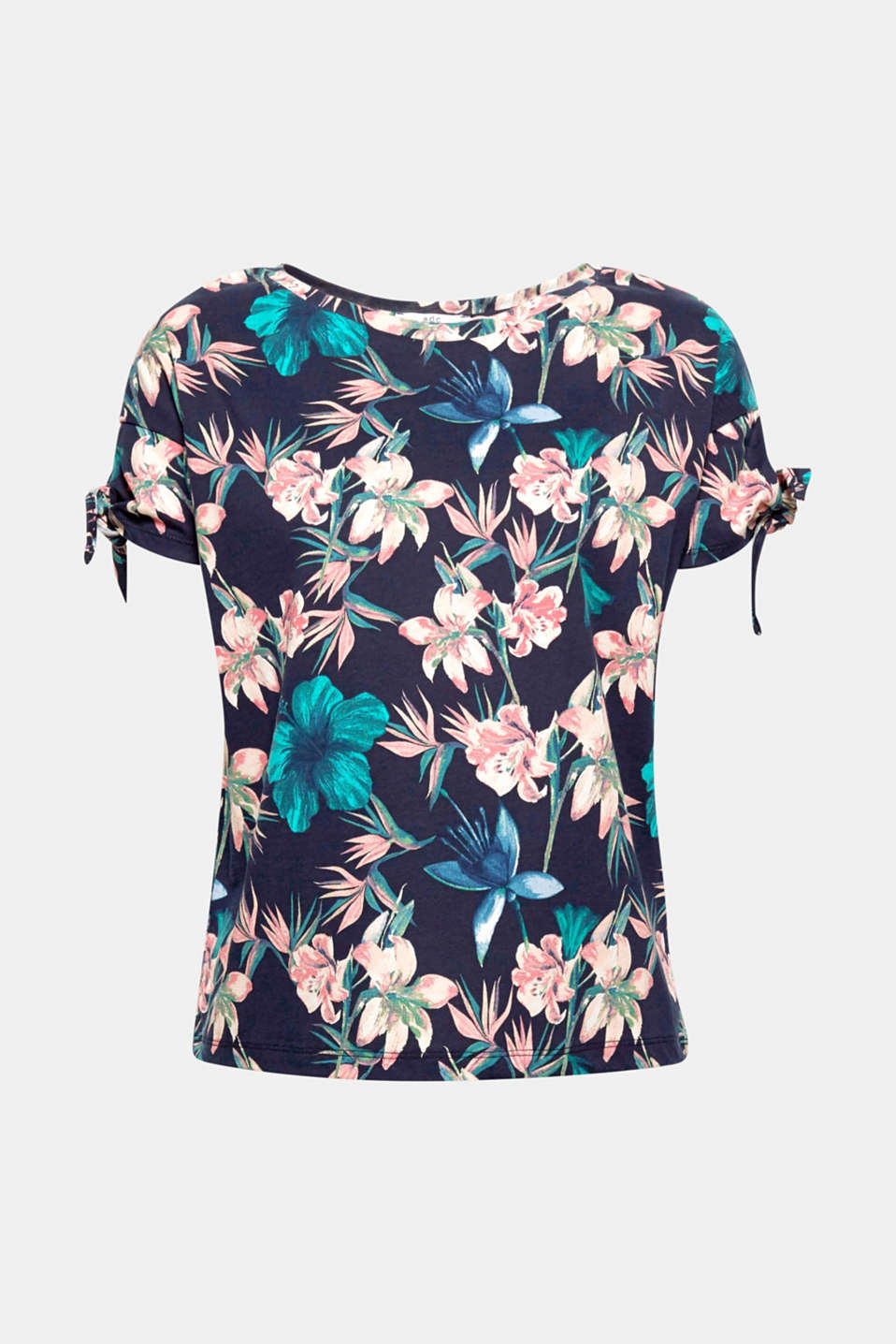With lacing effects on both sleeves: the leaf print and the wide design make this T-shirt super summery!