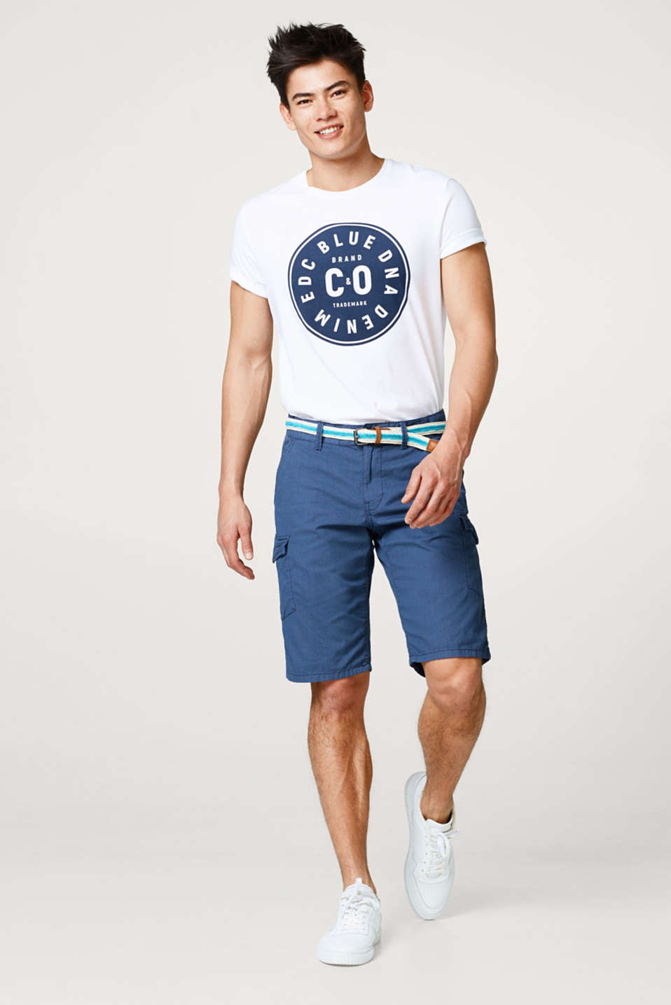 Cargo shorts with a fine textured print and belt