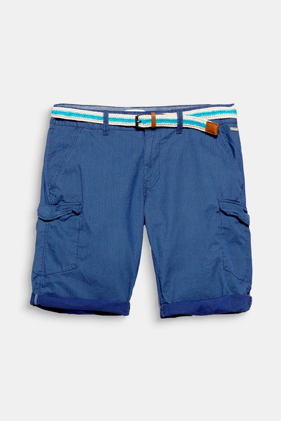 A sporty and casual look for summer! Characteristic cargo pockets and a fine textured print gives these 100% cotton shorts a unique look.