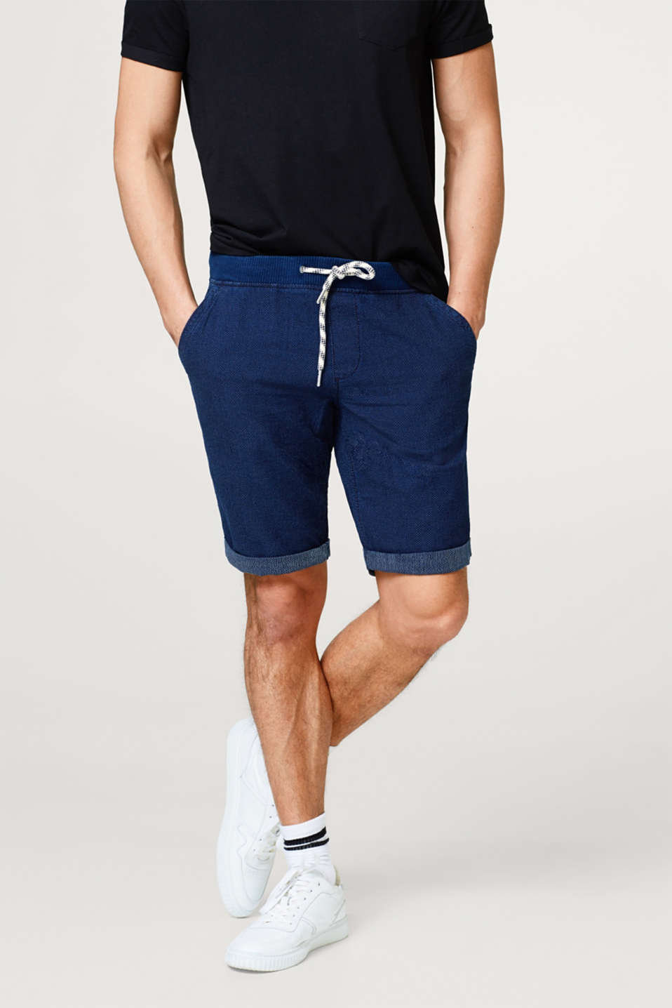edc - Jogging shorts with a fine woven structure, made of cotton