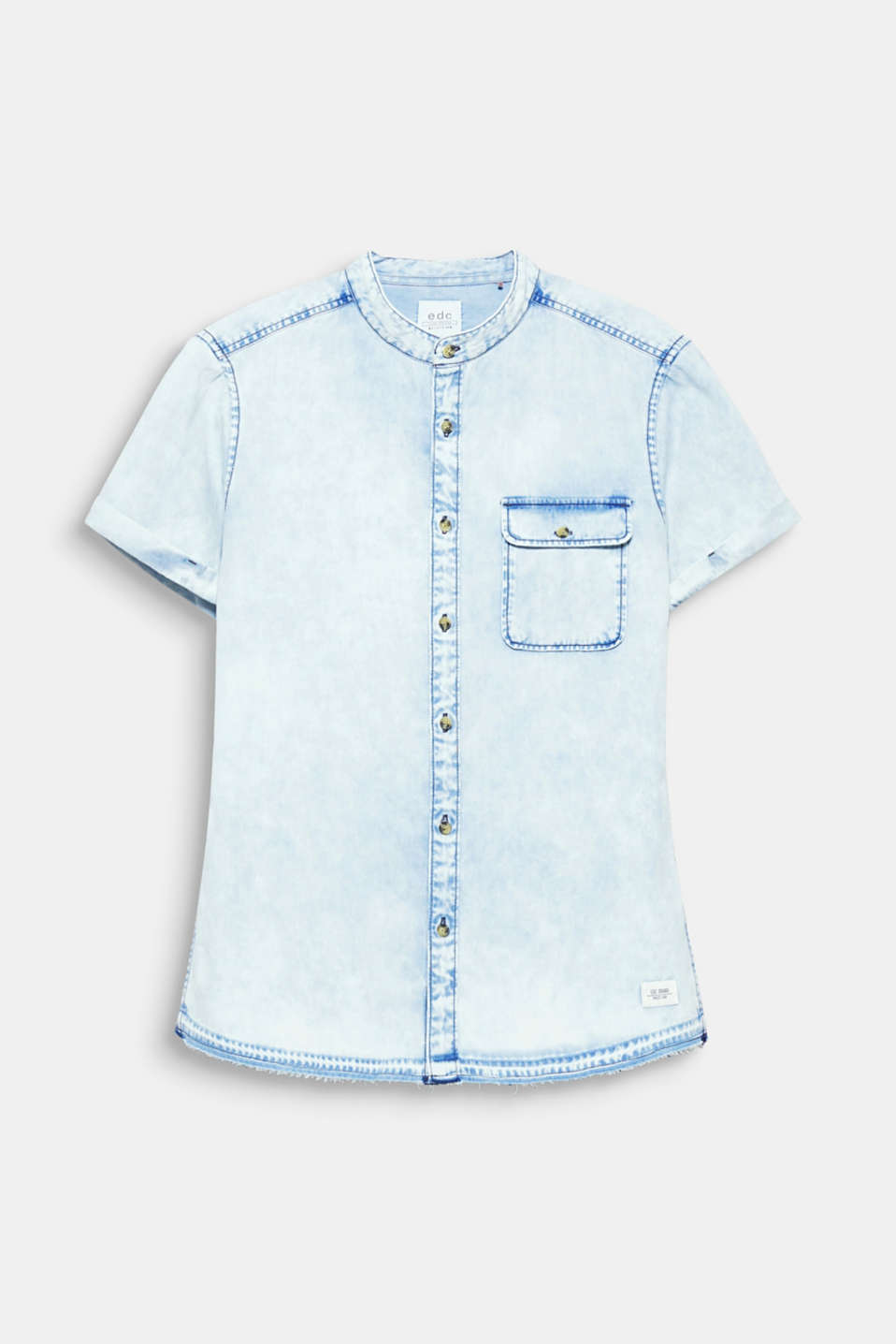 We love denim! The urban look and individual indigo dye make this short sleeve shirt an eye-catcher.