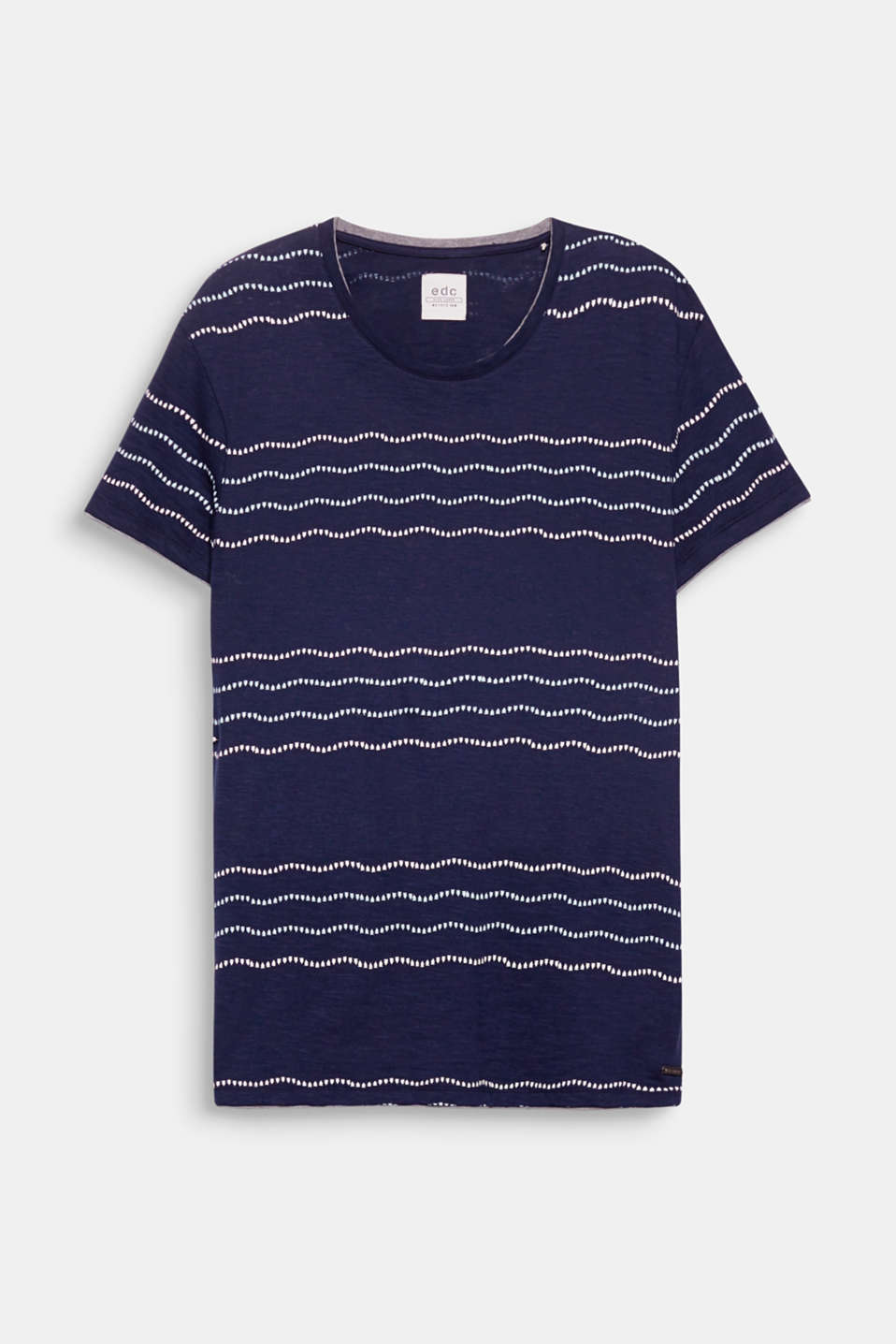 The mobile stripe print in a geometric look and a trim in a contrasting colour result in a modern, layered T-shirt.