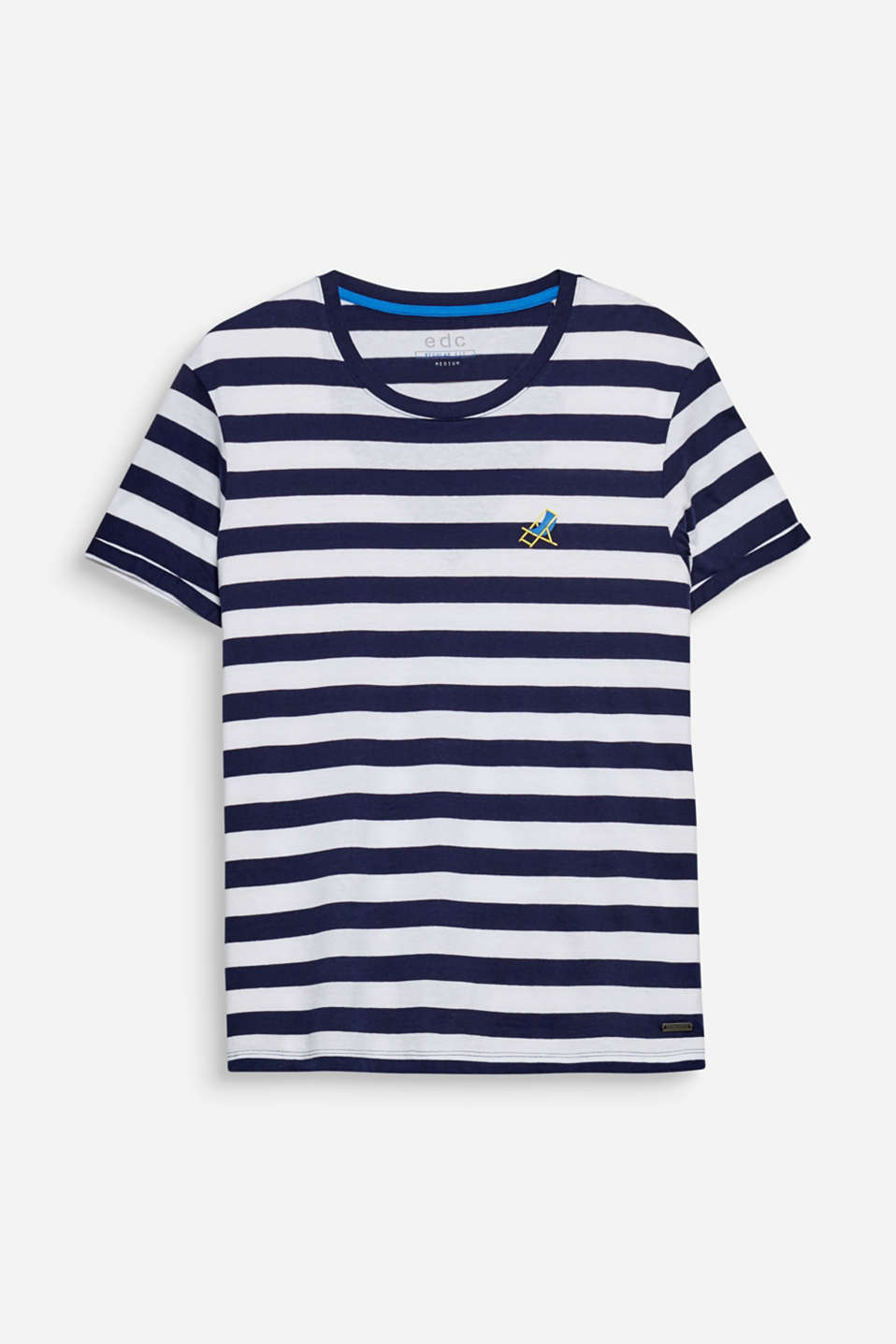 A fine detail seen at second glance: the small beach chair on the left hand side of the chest is a colourful update for this striped T-shirt.