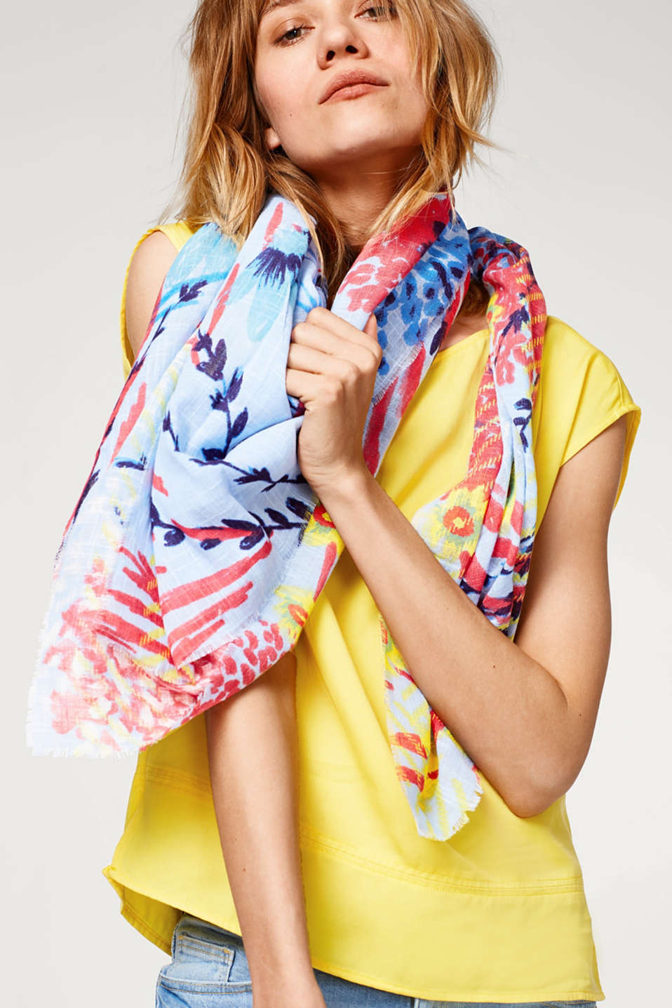 Esprit - Scarf with a colourful floral print
