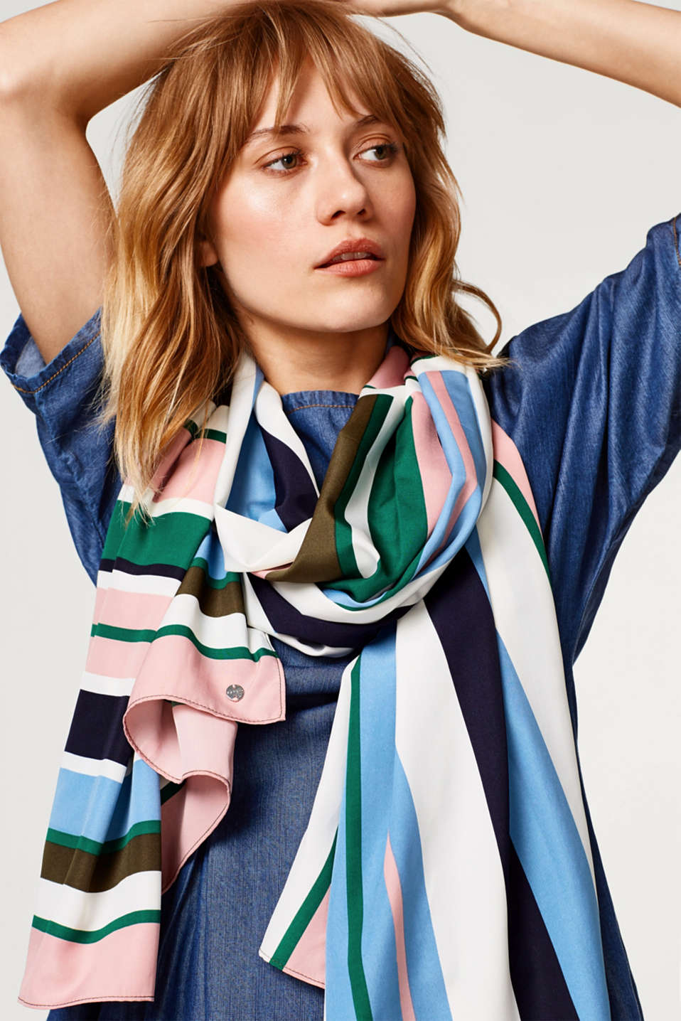 Esprit - Oversized scarf with colour block striped