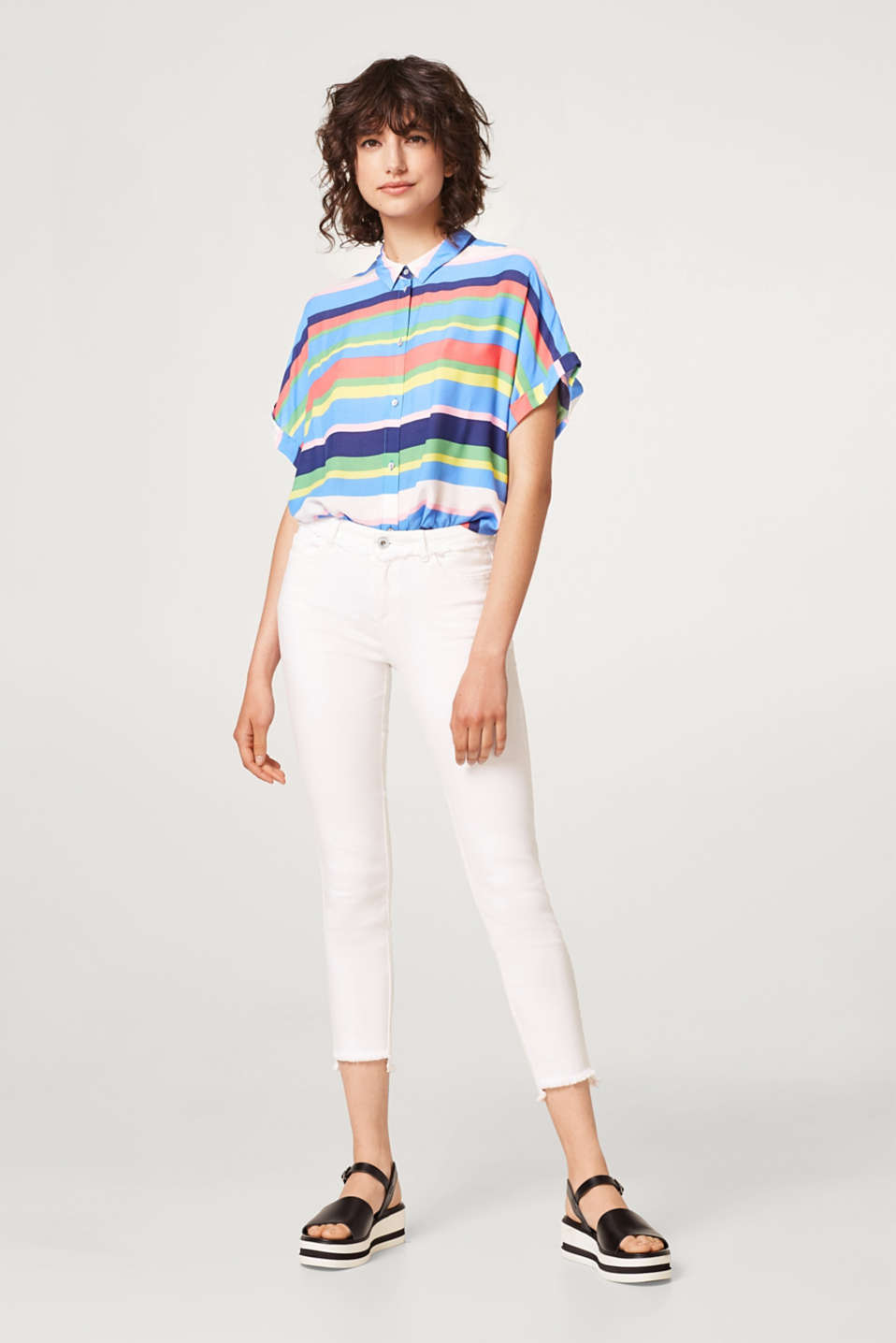 Esprit - Super stretch jeans with a fringing and high-low hems