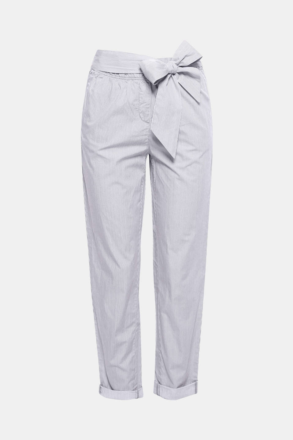 These cropped cotton trousers deliver maximum comfort and can be styled to create lots of lush looks. They come with an elasticated waistband and a decorative bow detail.