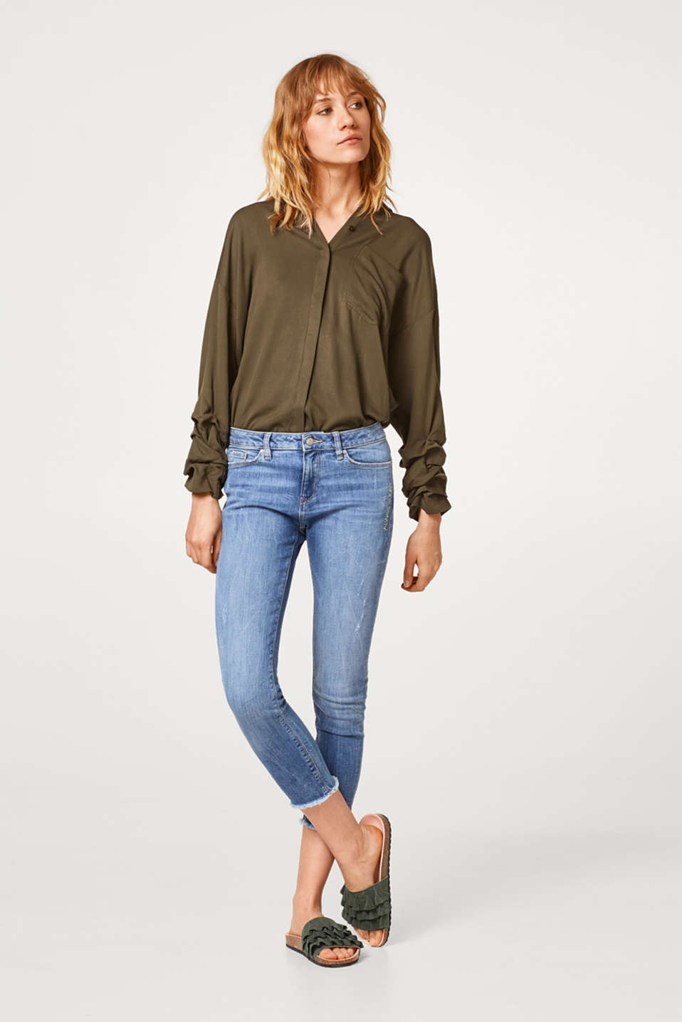 Esprit - Stretchy Capri-length jeans with an embroidery