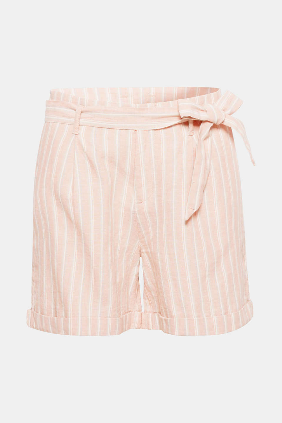 These striped shorts in pleasantly cooling blended linen are the perfect piece for staying comfortable on hotter days.