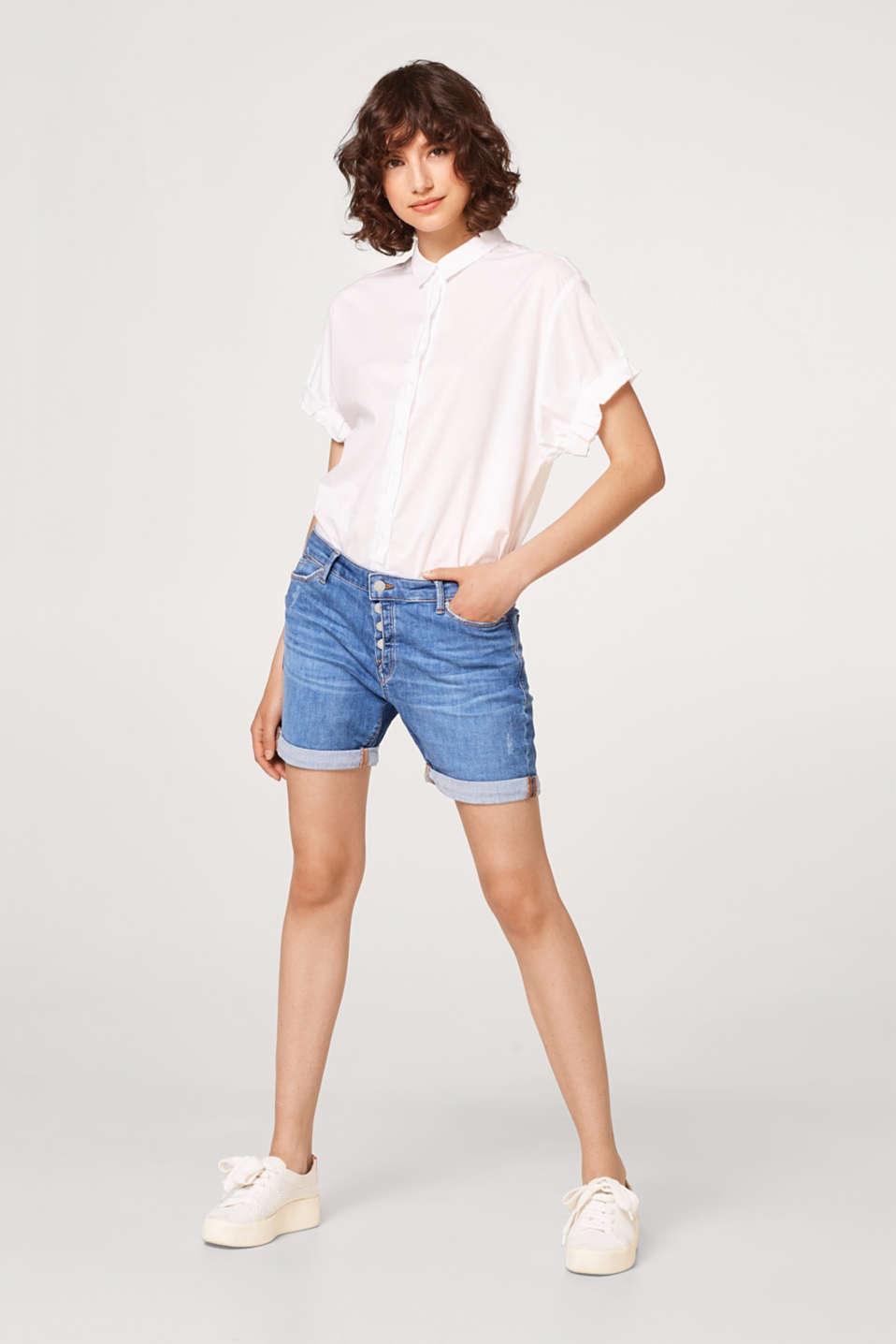 Stretch denim shorts in a vintage finish with a button placket