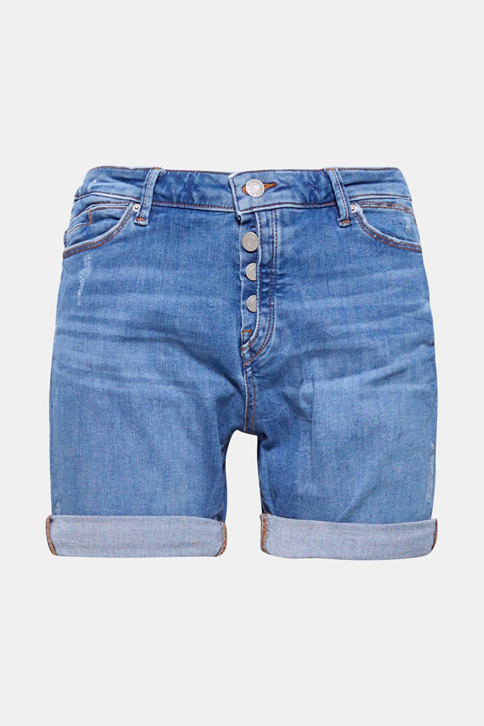 A cool pair of summer shorts composed of lightweight denim with vintage and wrinkled effects plus a semi-concealed button placket.