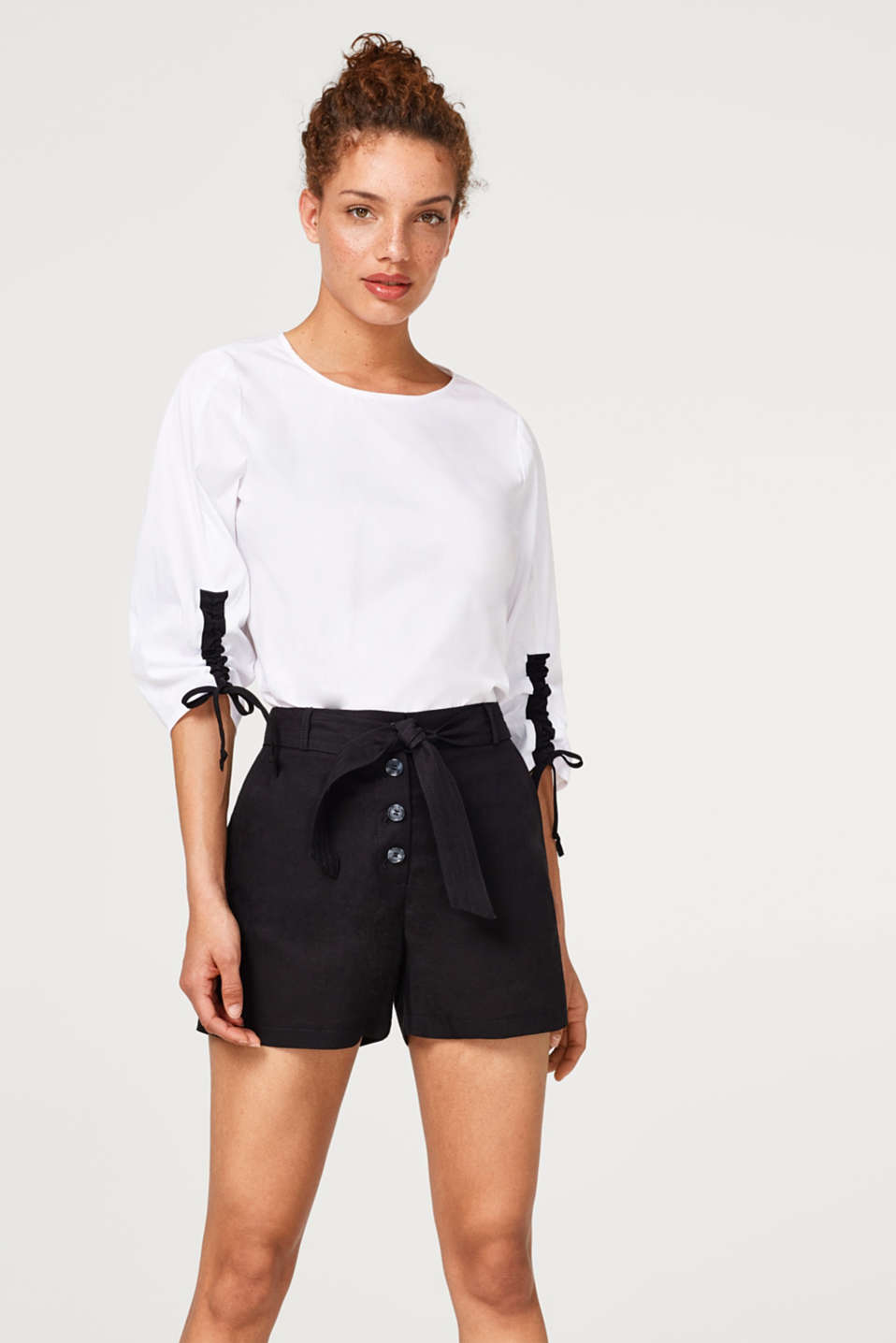 Esprit - Linen blend: paper bag shorts with a button placket