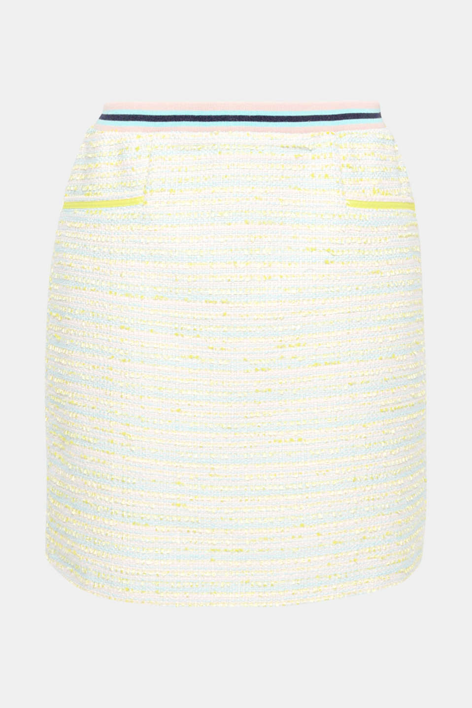 Chic and sporty: this short skirt made of lightweight summer bouclé with neon yellow accents has an innovative, trendy look thanks to the striped ribbed waistband!