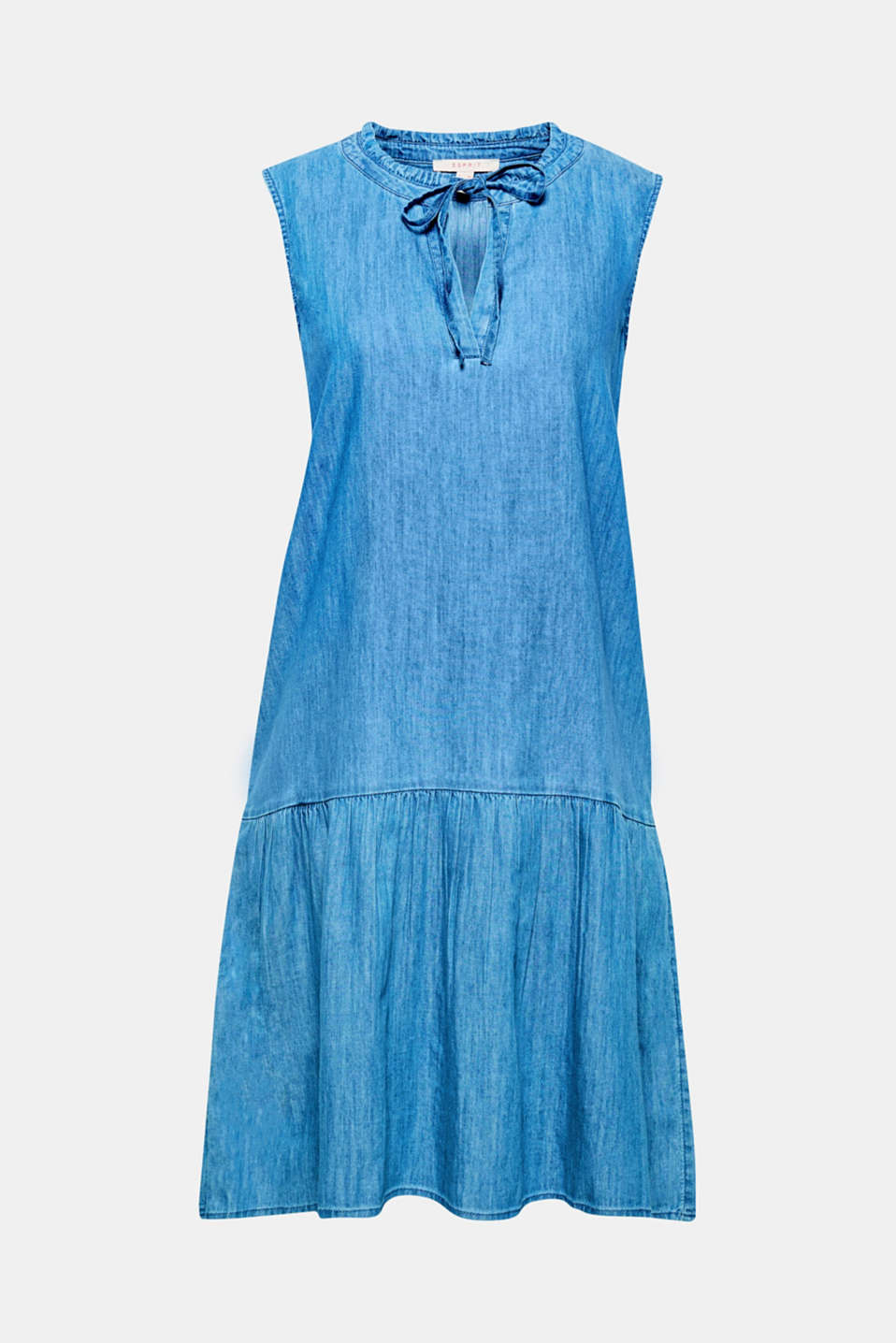 This denim dress is particularly lightweight and features romantic frills at the neckline and a swirling skirt!