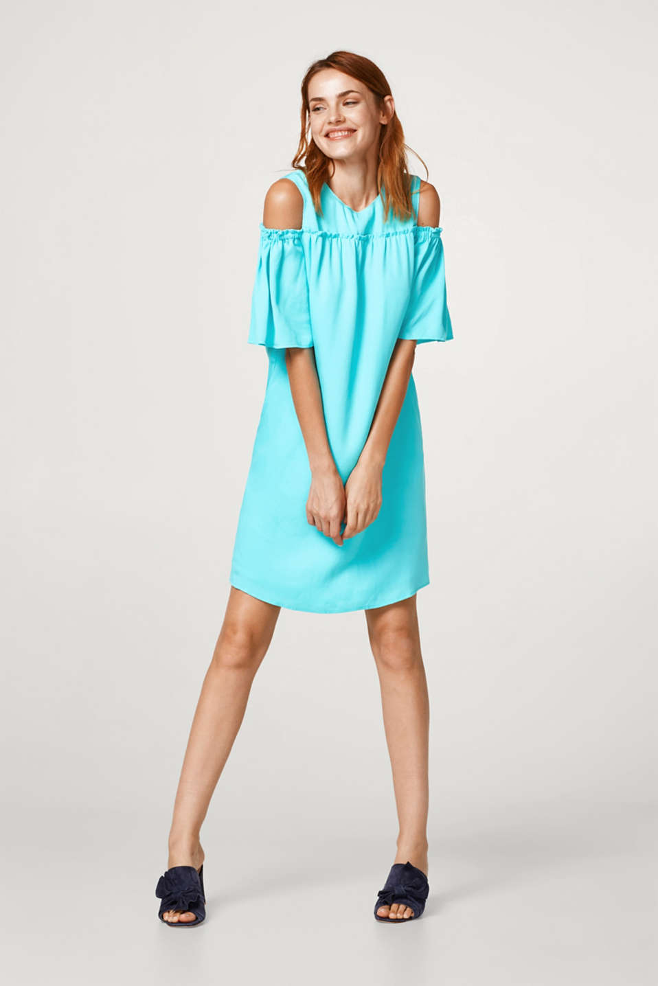 Cold-shoulder dress made of textured lyocell
