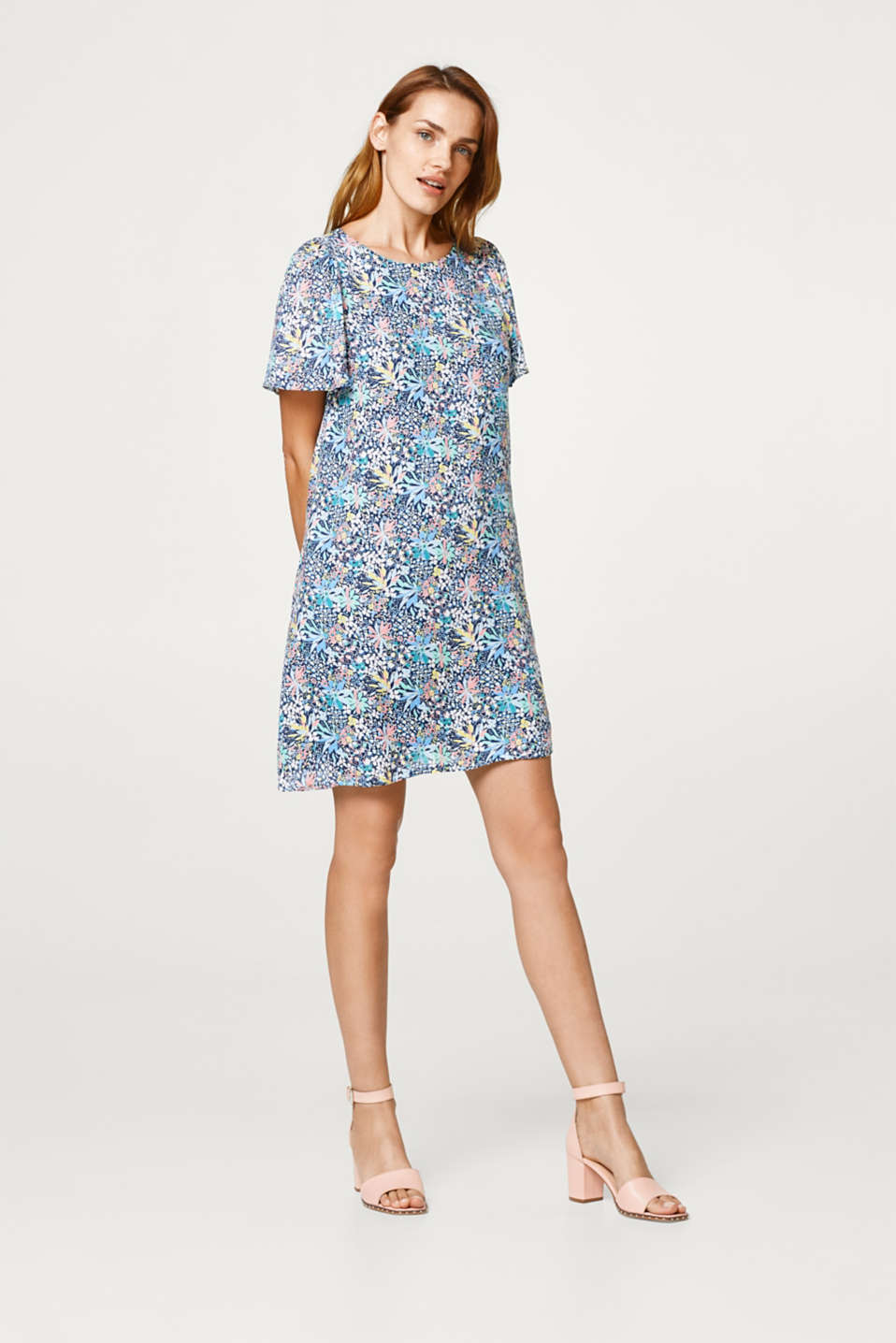 Loose woven dress with a mille-fleurs print