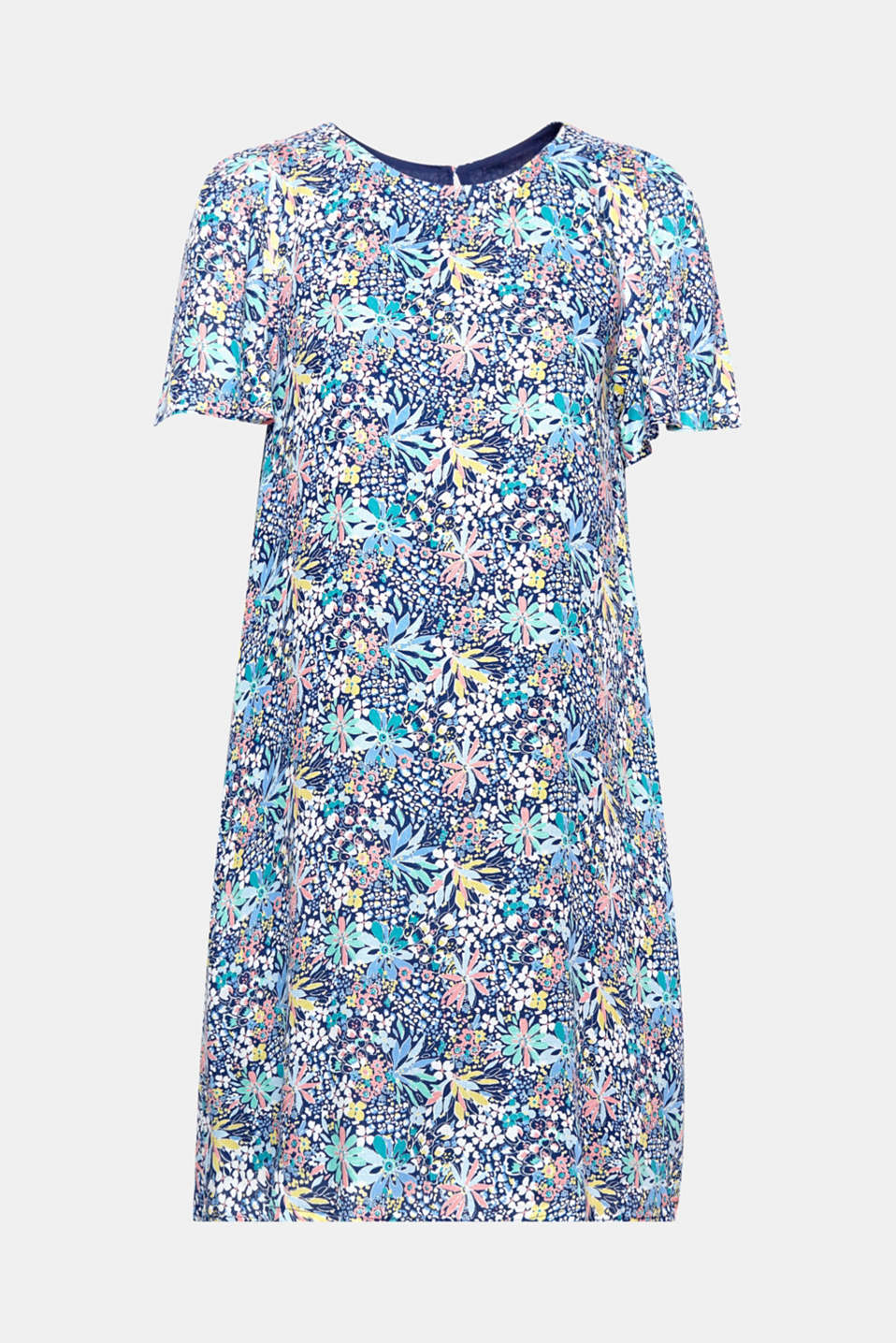 Simply put it on and you have the perfect look for beautiful summer days: loose-fitting dress with a beautiful mille-fleurs print and wing sleeves!