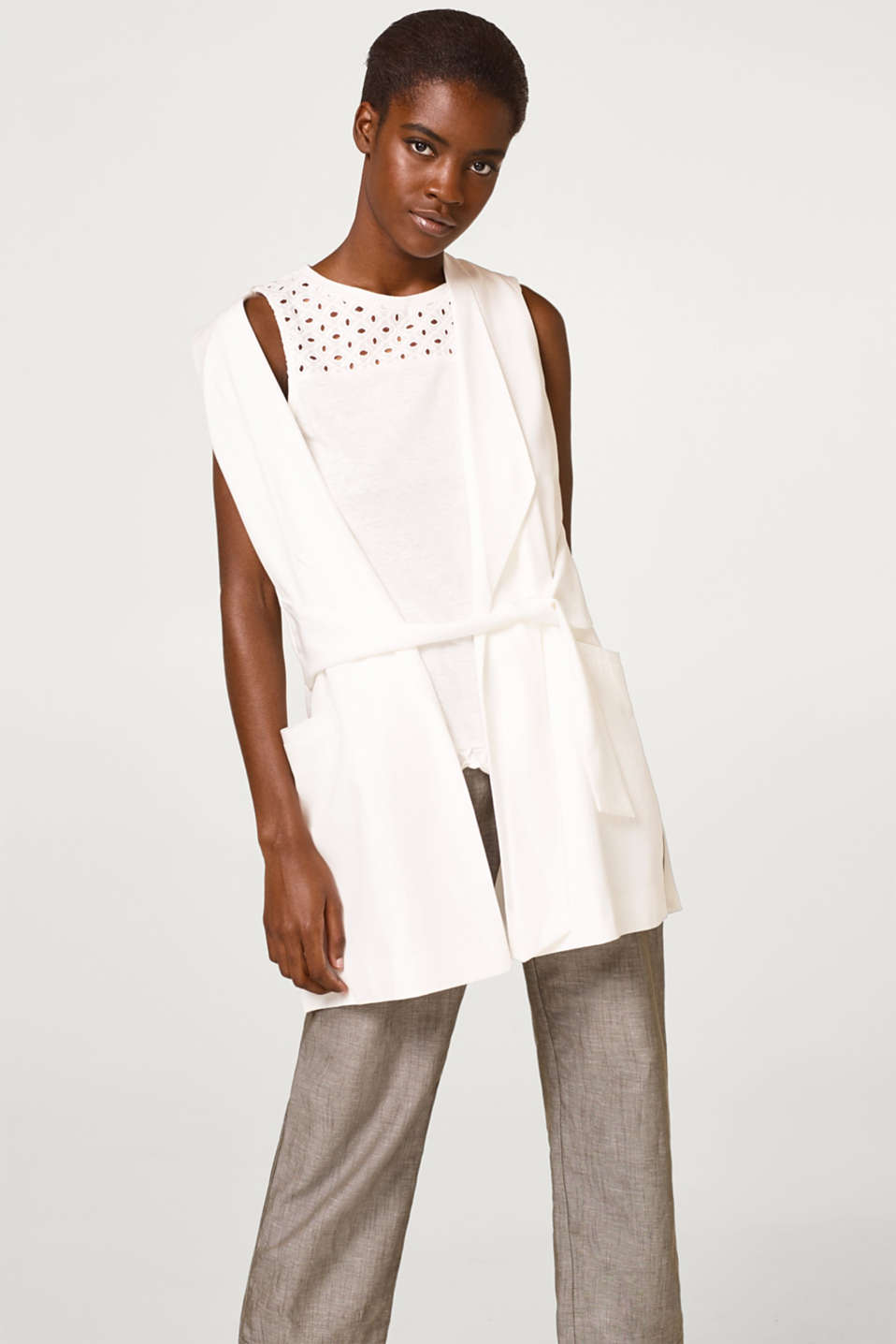 Soft jersey top with lace and a frill at the hem