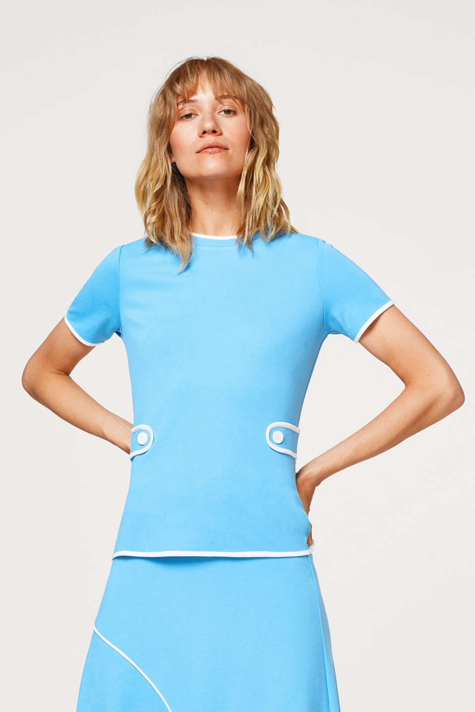 Esprit - Dense stretch jersey tee with a retro vibe and piping