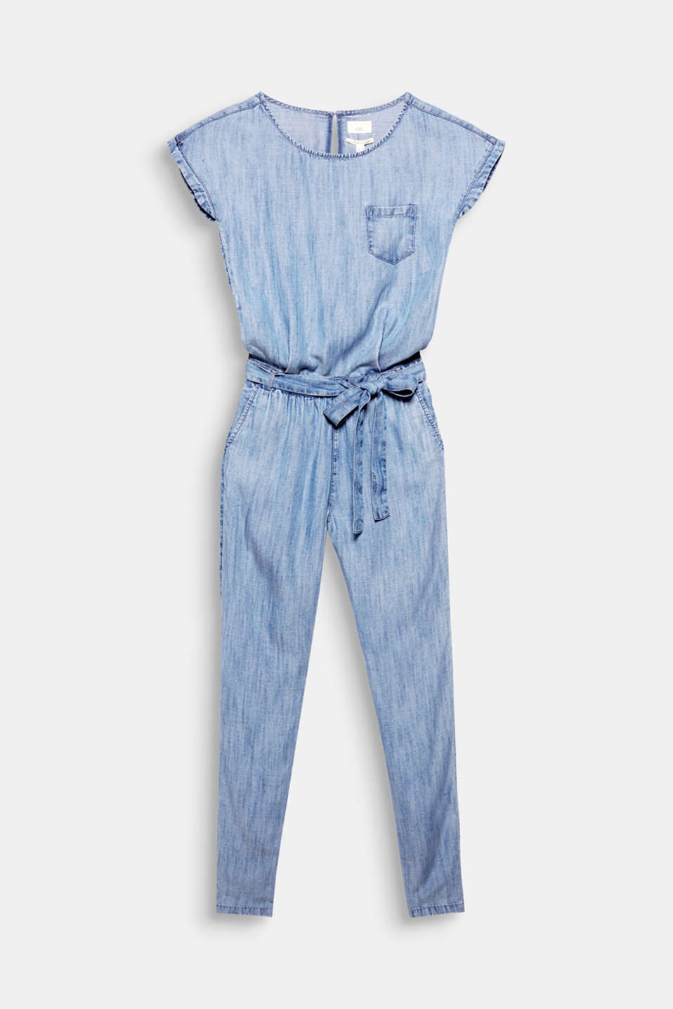 A quick trendy outfit: With this lightweight jumpsuit in a summery denim look, simply slip it on for a quick casual and trendy look!