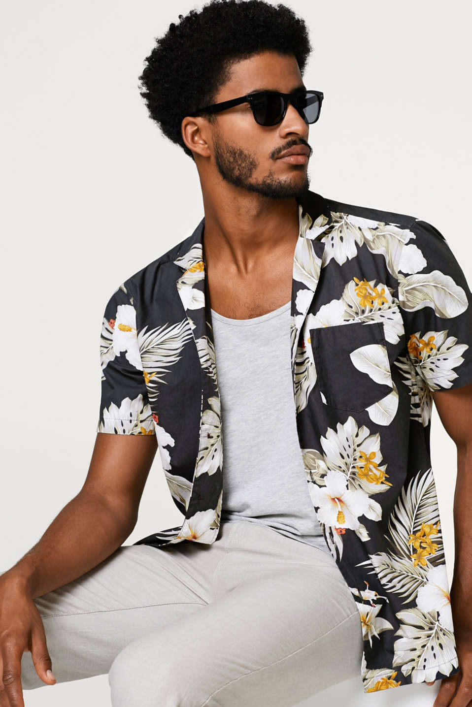 Esprit - Short sleeve shirt with tropical print and Cuban collar