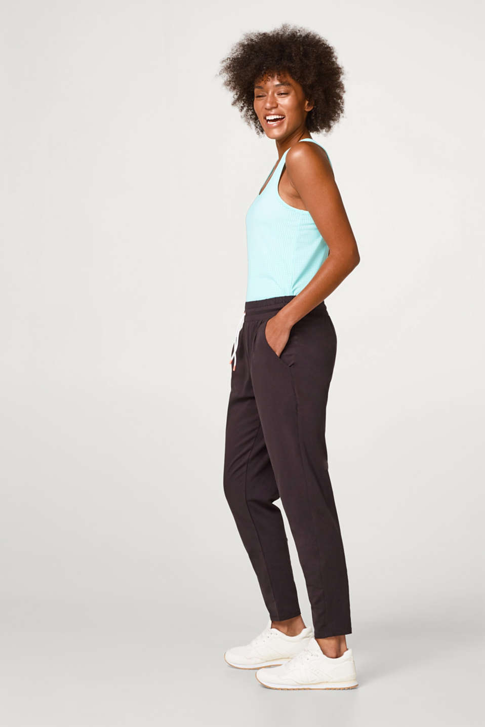 Lightweight tracksuit bottoms with stretch for comfort