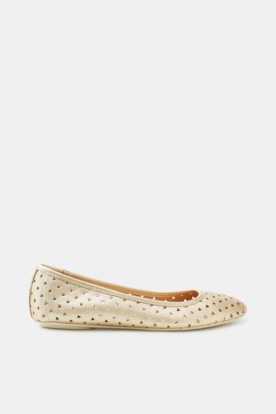 The geometric perforation gives these metallic ballerinas a stunning look.