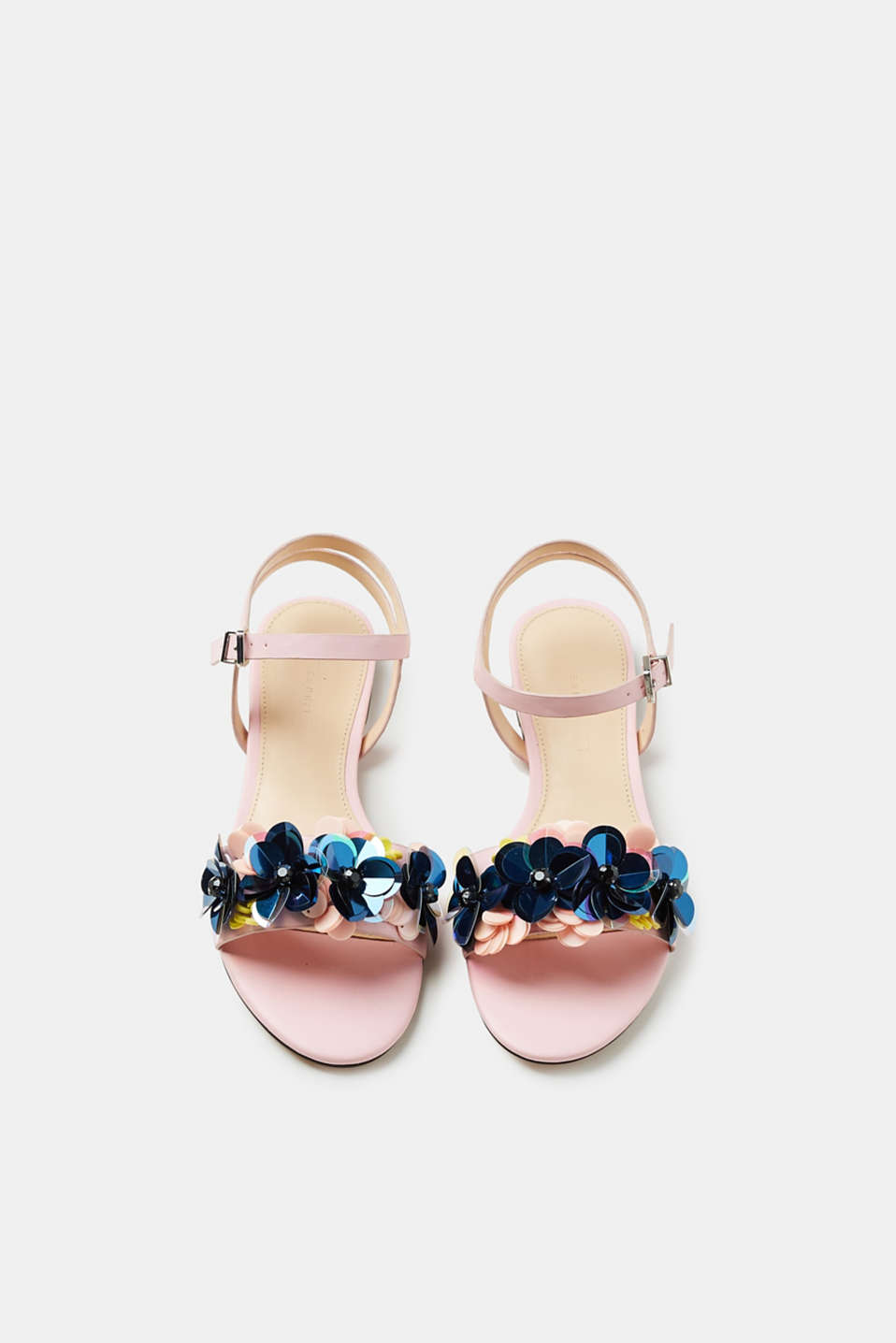 Sandals with sequins arranged in a floral style