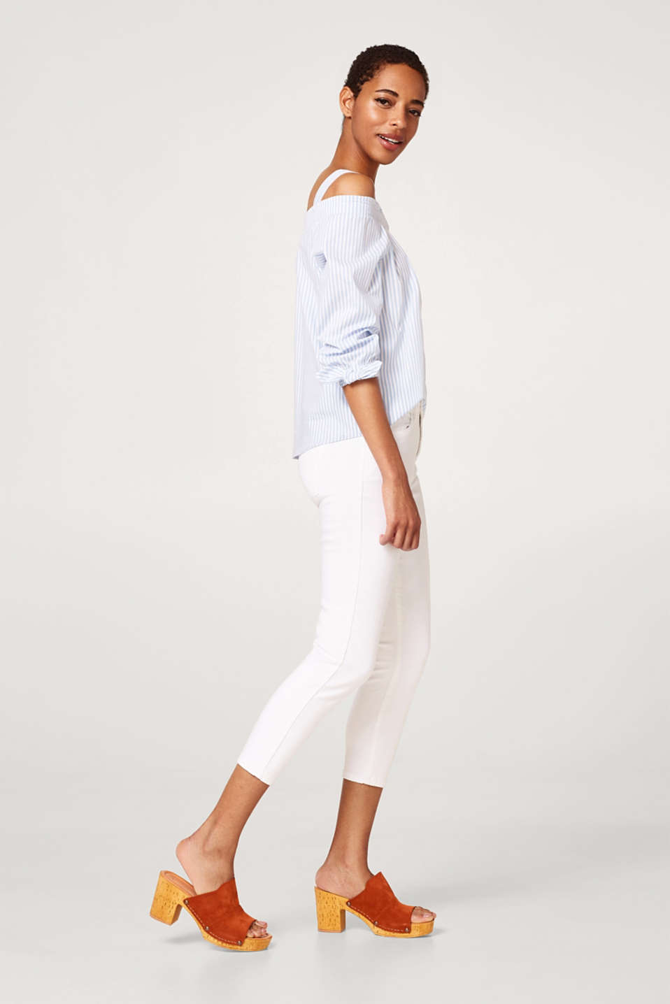 Cropped cotton jeans with added stretch for comfort
