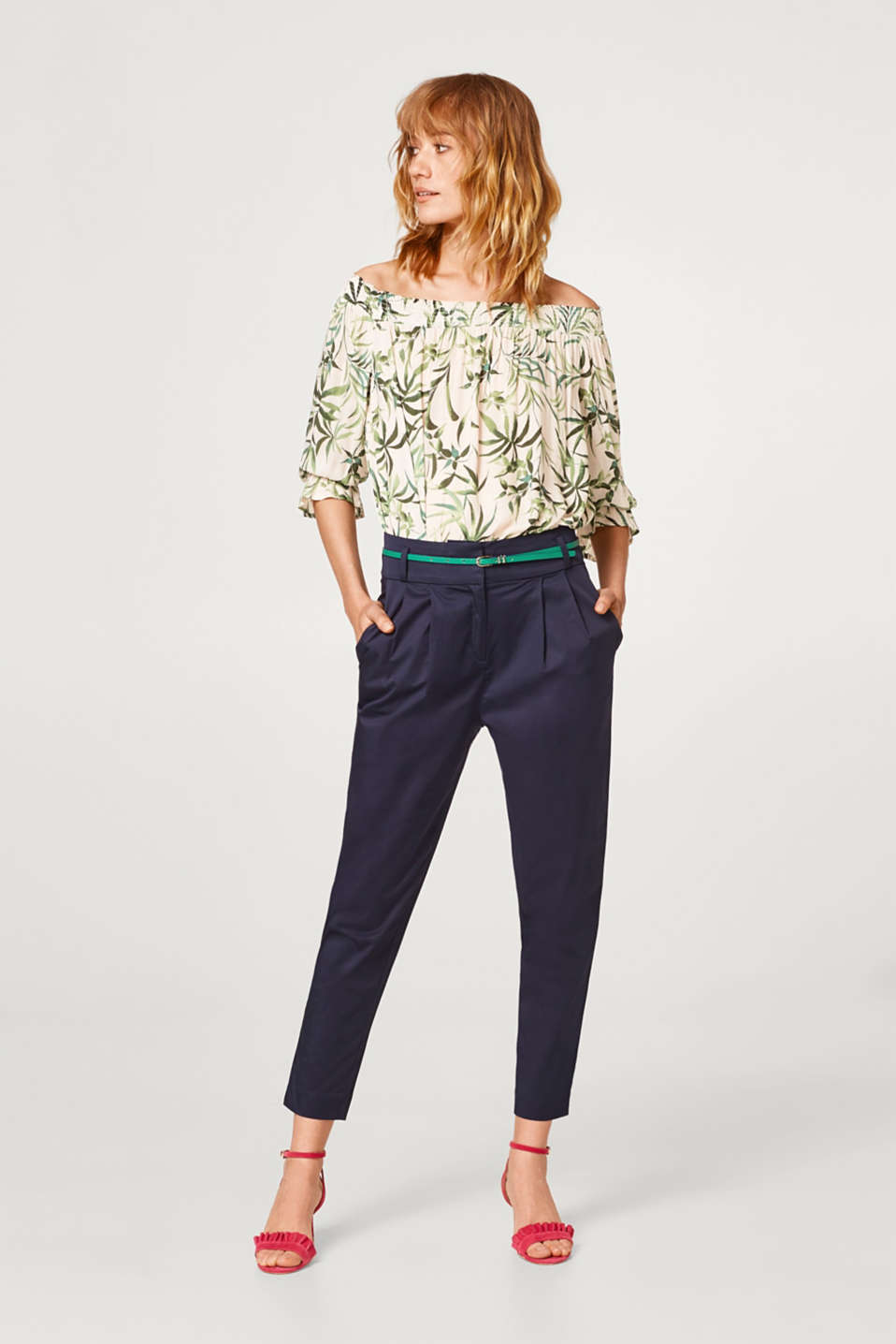 Esprit - Comfy and stretchy carrot trousers with a papertouch finish