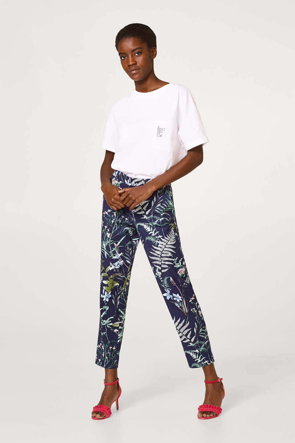 Esprit - Textured cotton trousers with a botanical print