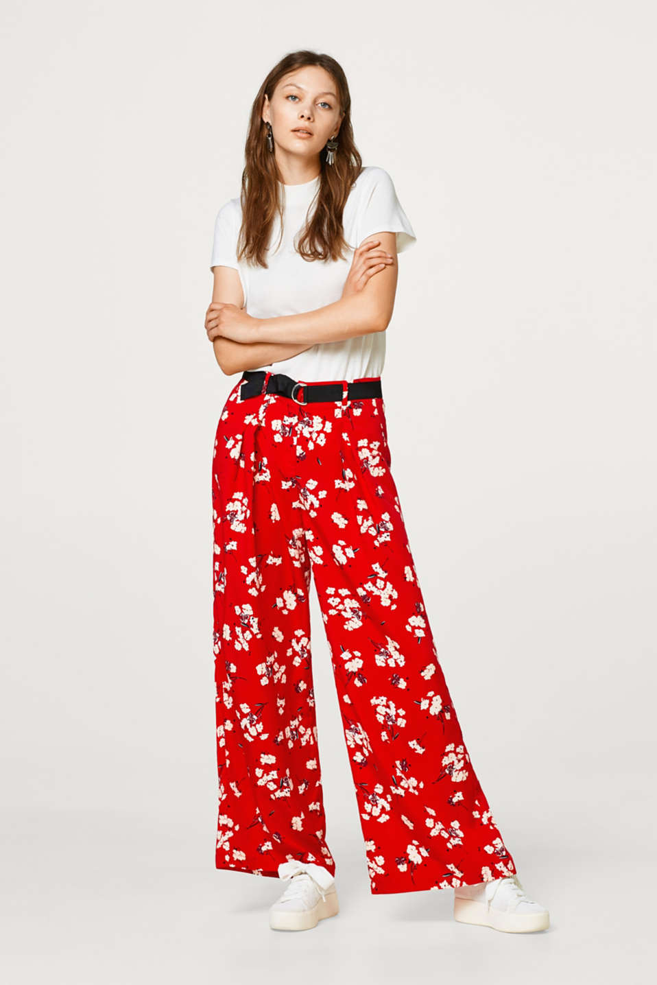 Esprit - Wide trousers with a floral print