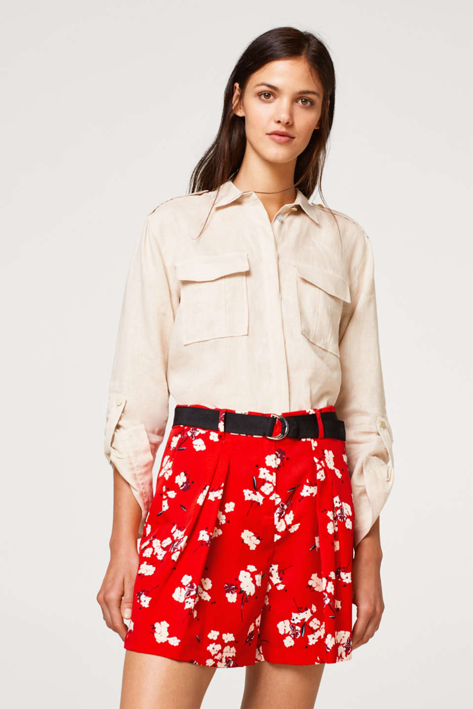 Esprit - Wide shorts with waist pleats with a grosgrain ribbon belt