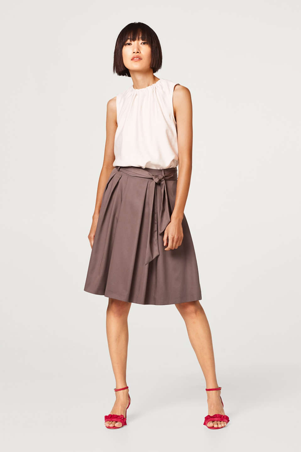 Flared, swirling skirt with lyocell and a bow