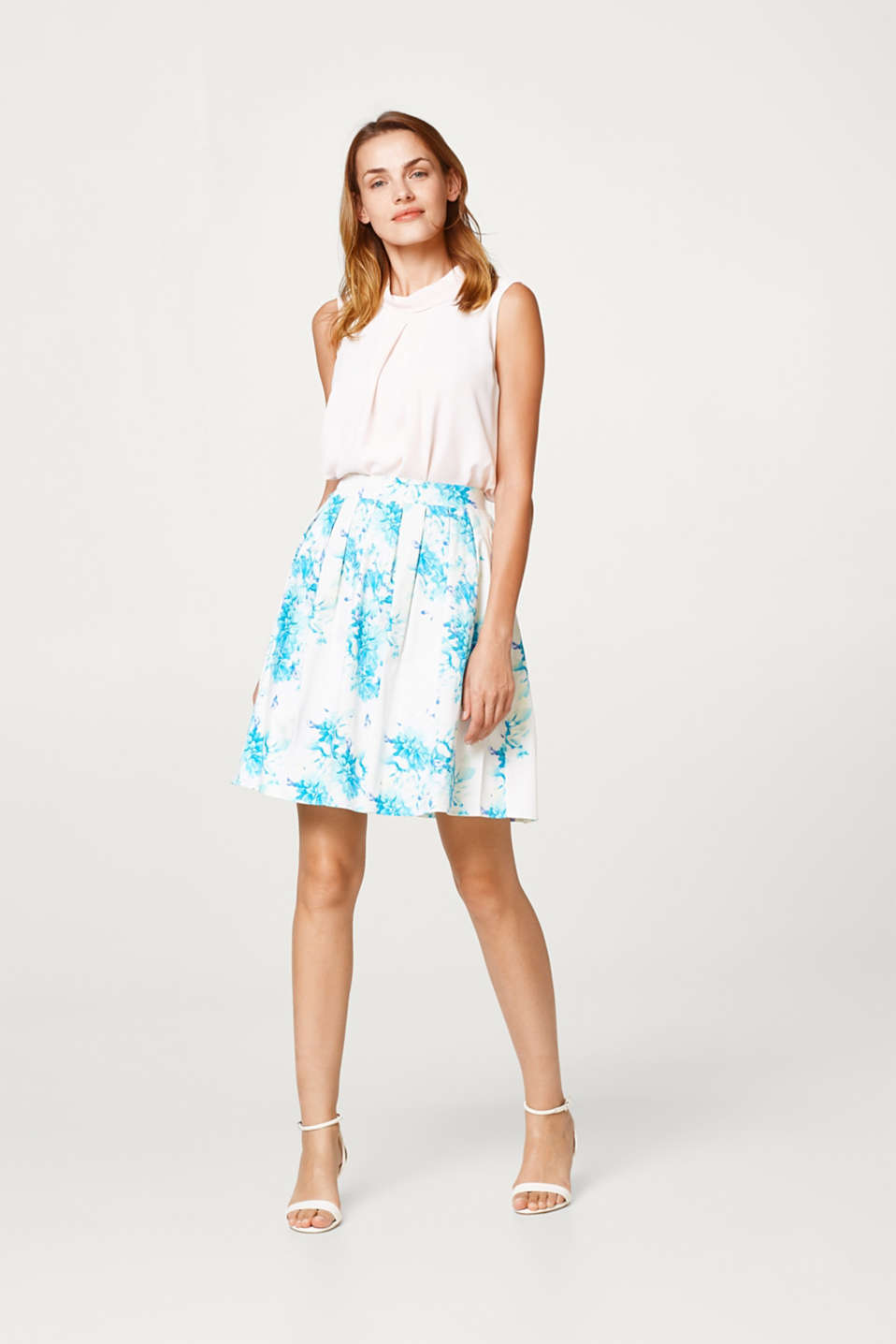 Esprit - Pleated skirt in stretch cotton with a subtle sheen