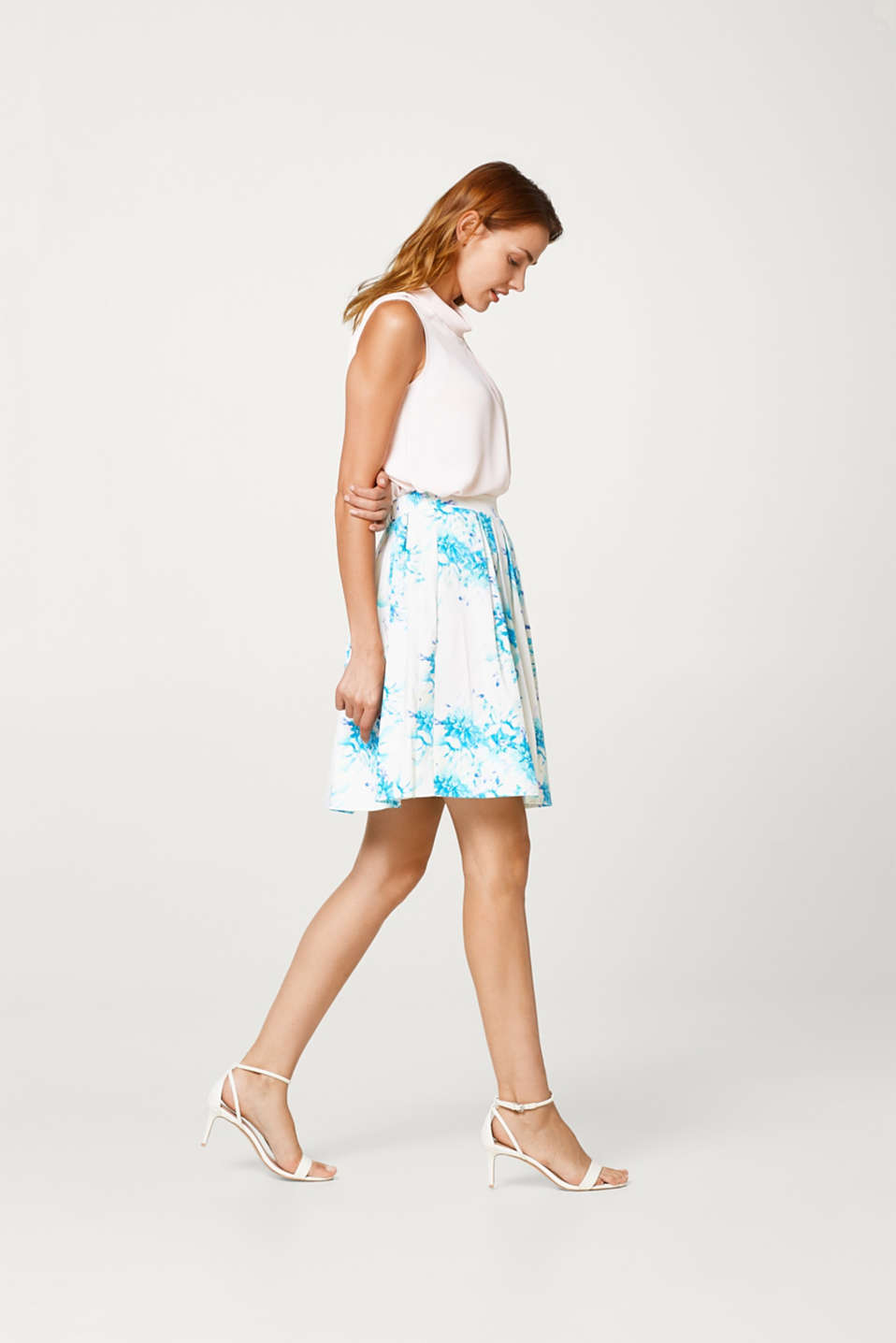 Pleated skirt in stretch cotton with a subtle sheen