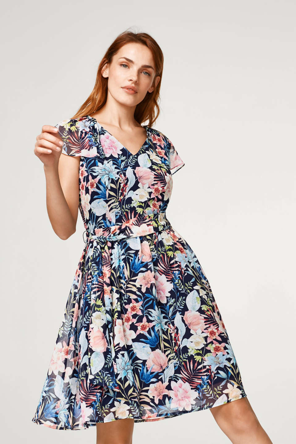 Esprit - Chiffon dress with a floral print and cap sleeves