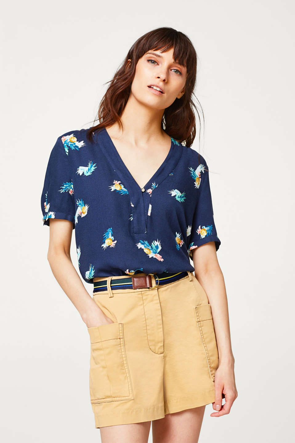 Esprit - Lightweight printed blouse with an accentuated V-neckline