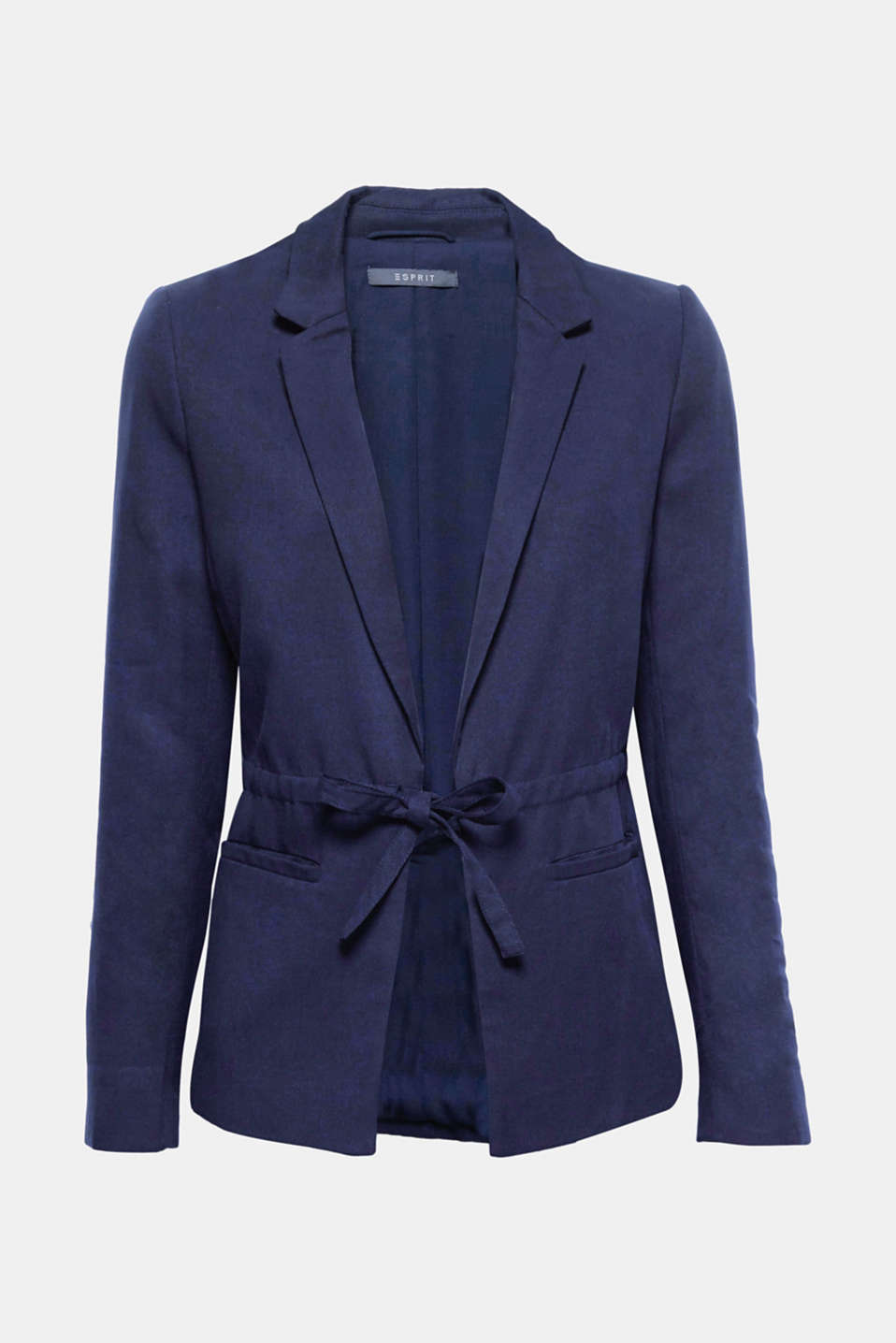 Wear it on its own or combined with the matching trousers: this slightly fitted blazer stands out thanks to the fine, flowing lyocell fabric and a narrow fabric belt.