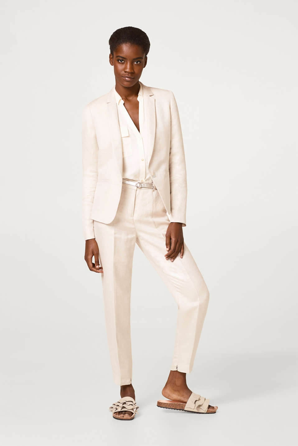 In blended linen: elegant one-button blazer